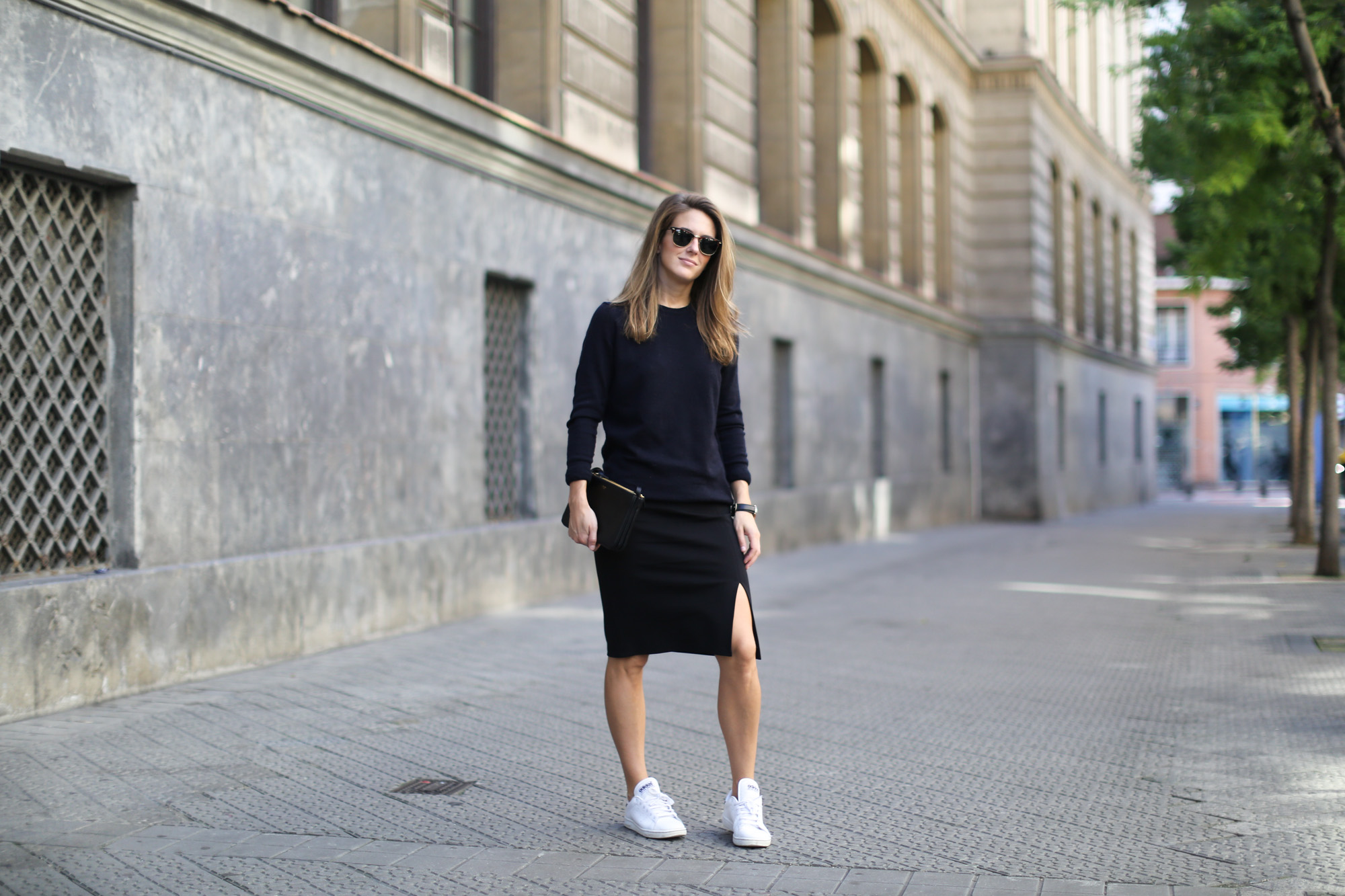 Clochet-streetstyle-adidas-stan-smith-celine-trio-bag-splitted-skirt