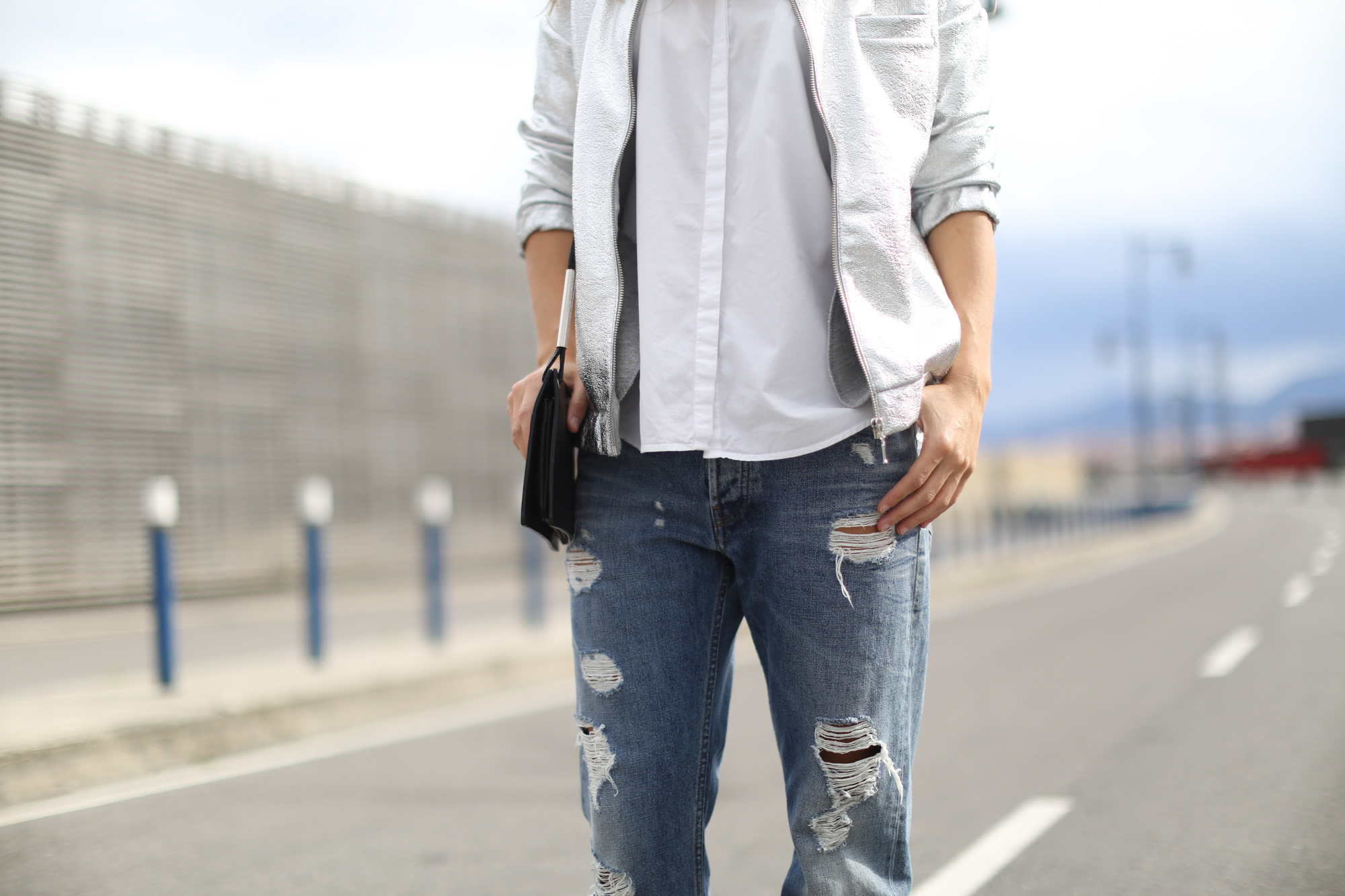 Clochet-streetstyle-suiteblanco-bomber-plateada-acne-studios-jeans-5