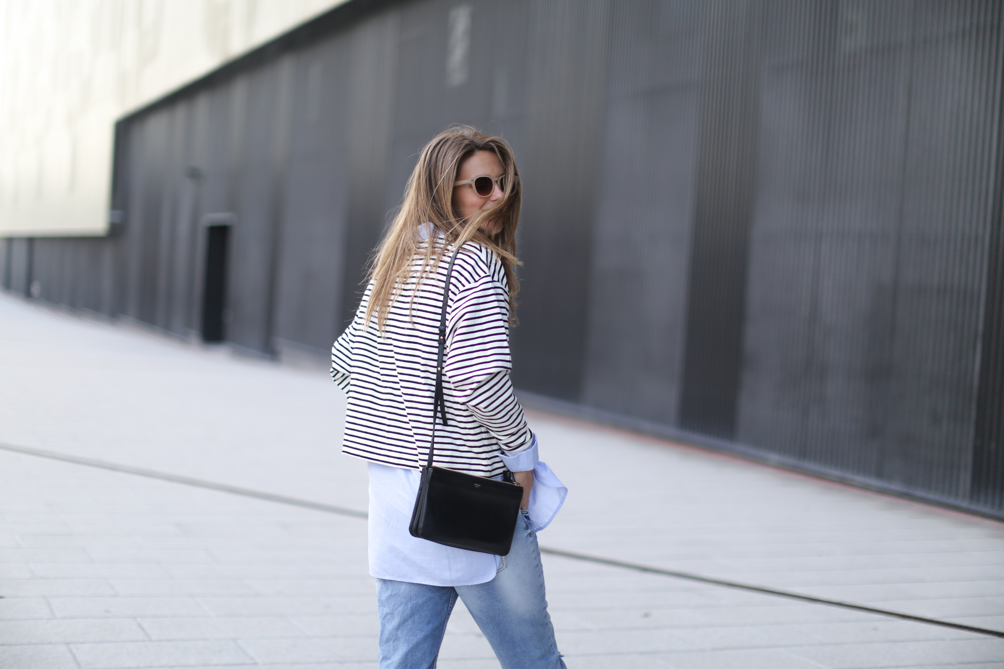 Clochet-streetstyle-suiteblanco-boyfriend-jeans-striped-sweater-adidas-stan-smith-14