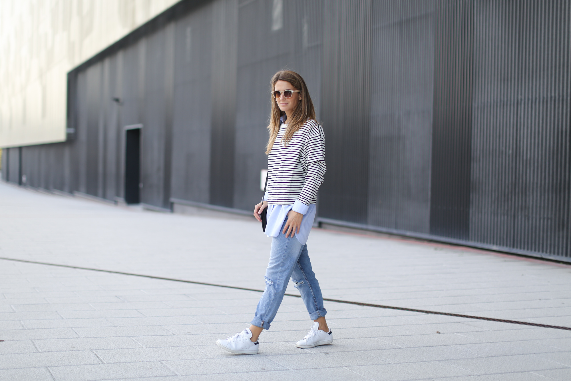 Clochet-streetstyle-suiteblanco-boyfriend-jeans-striped-sweater-adidas-stan-smith-17