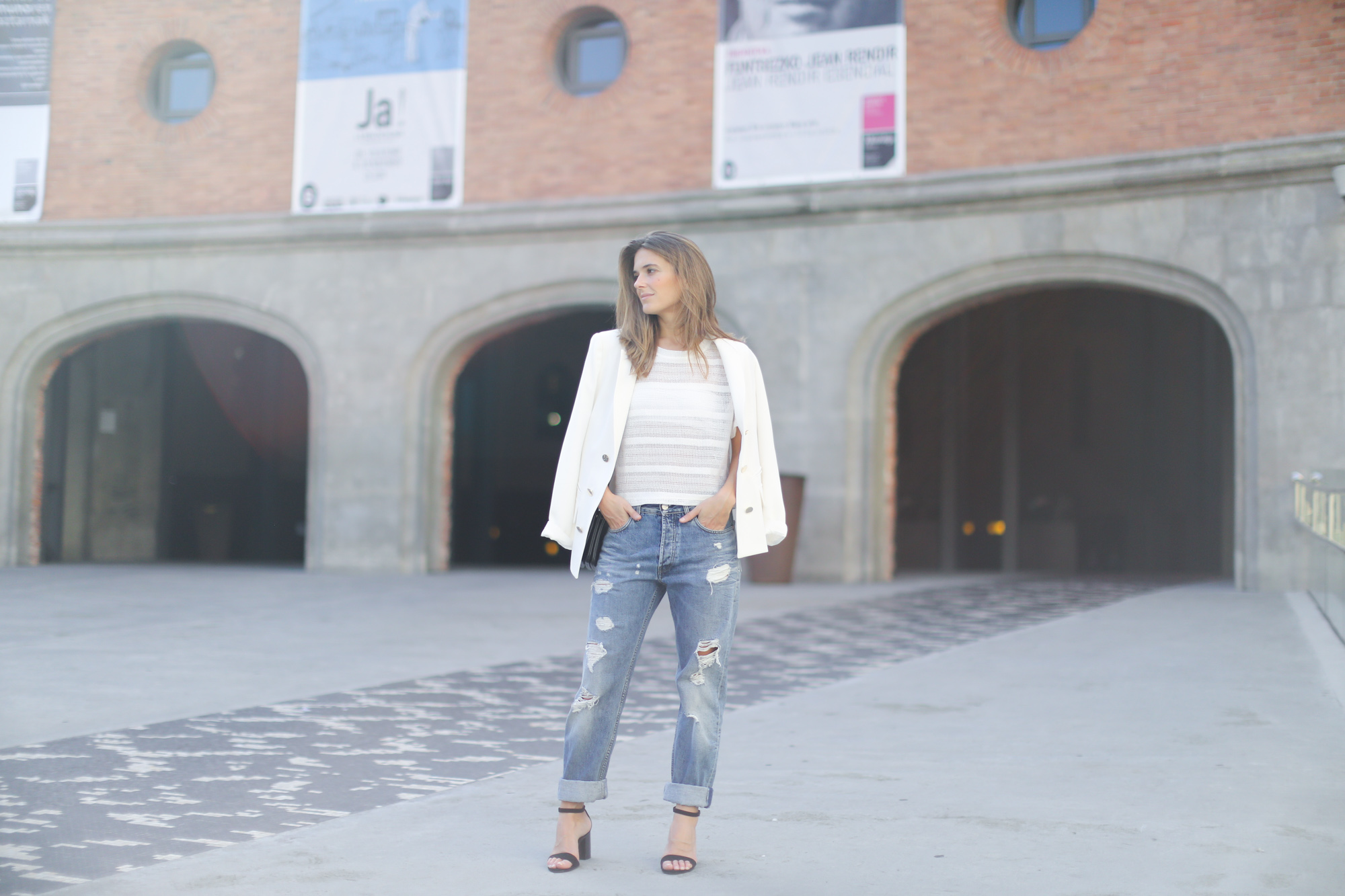 Clochet-streetstyle-suiteblanco-white-suit-jacket-acne-studios-boyfriend-jeans-celine-trio-bag-3