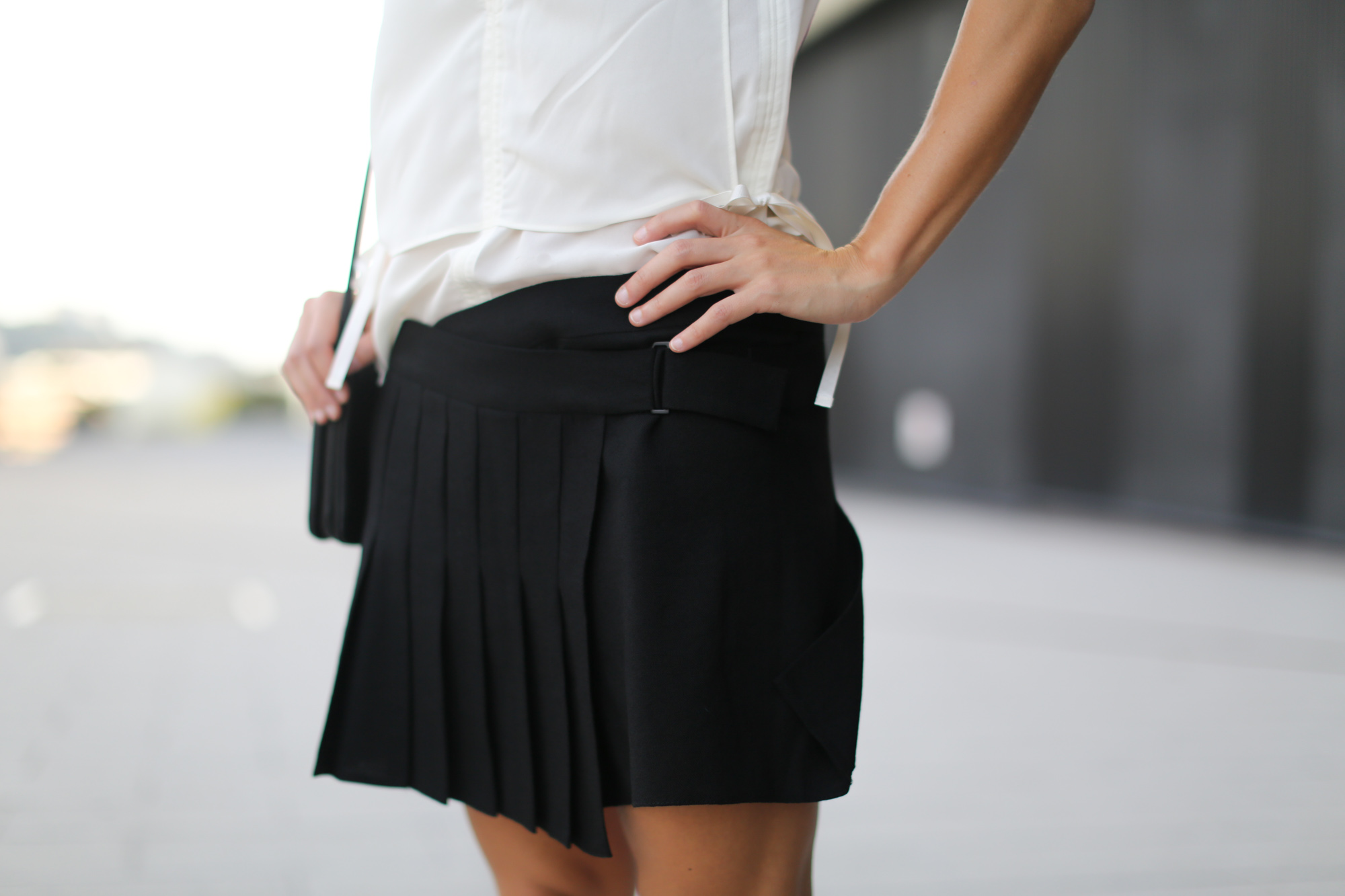Clochet-streetstyle-zara-mini-pleated-skirt-adidas-stan-smith-8