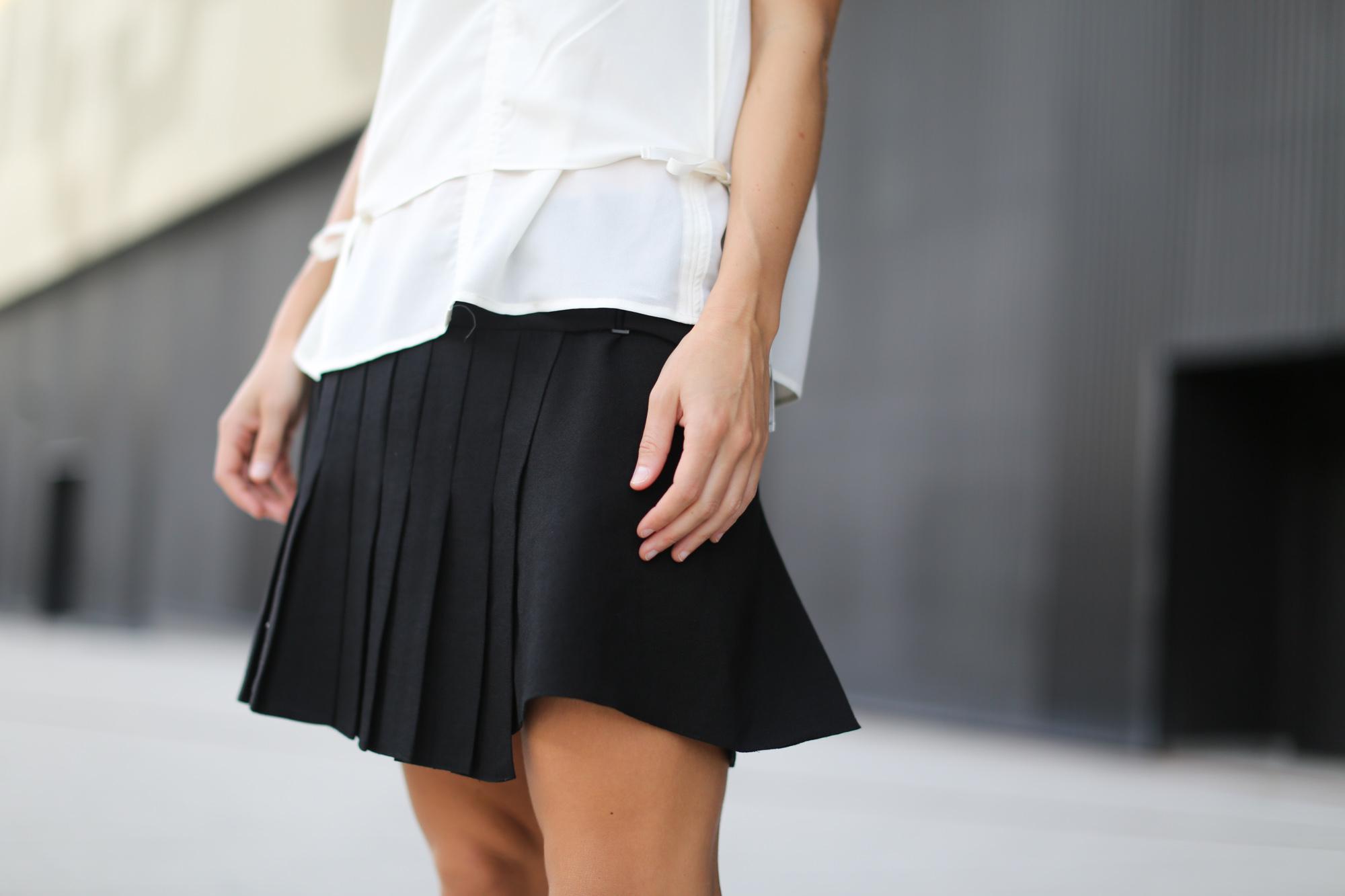 Clochet-streetstyle-zara-mini-pleated-skirt-adidas-stan-smith-9