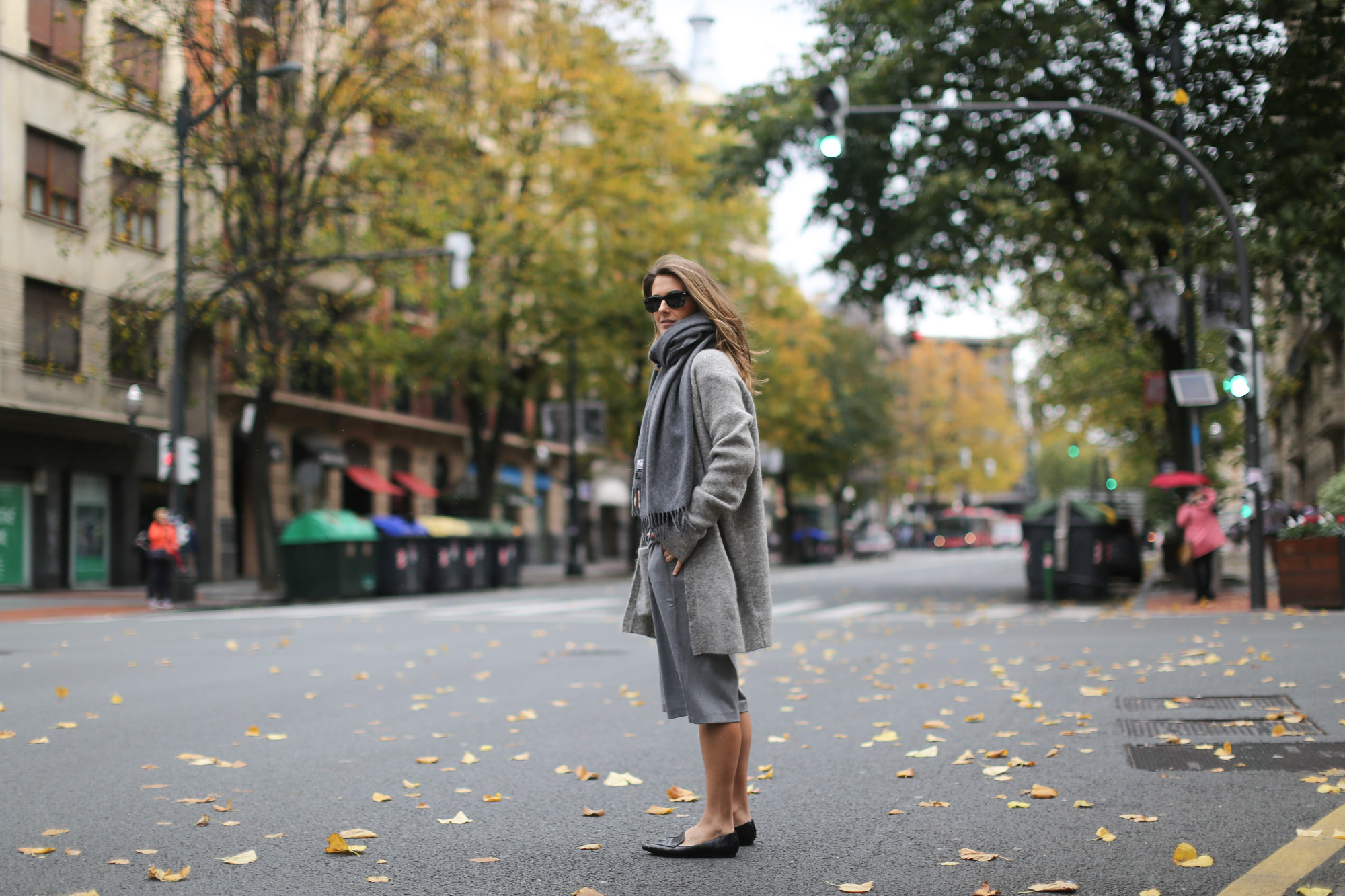 Clochet-streetstyle-all-grey-suiteblanco-culottes-h&m-trend-angora-cardigan-mango-pointy-loafers-10