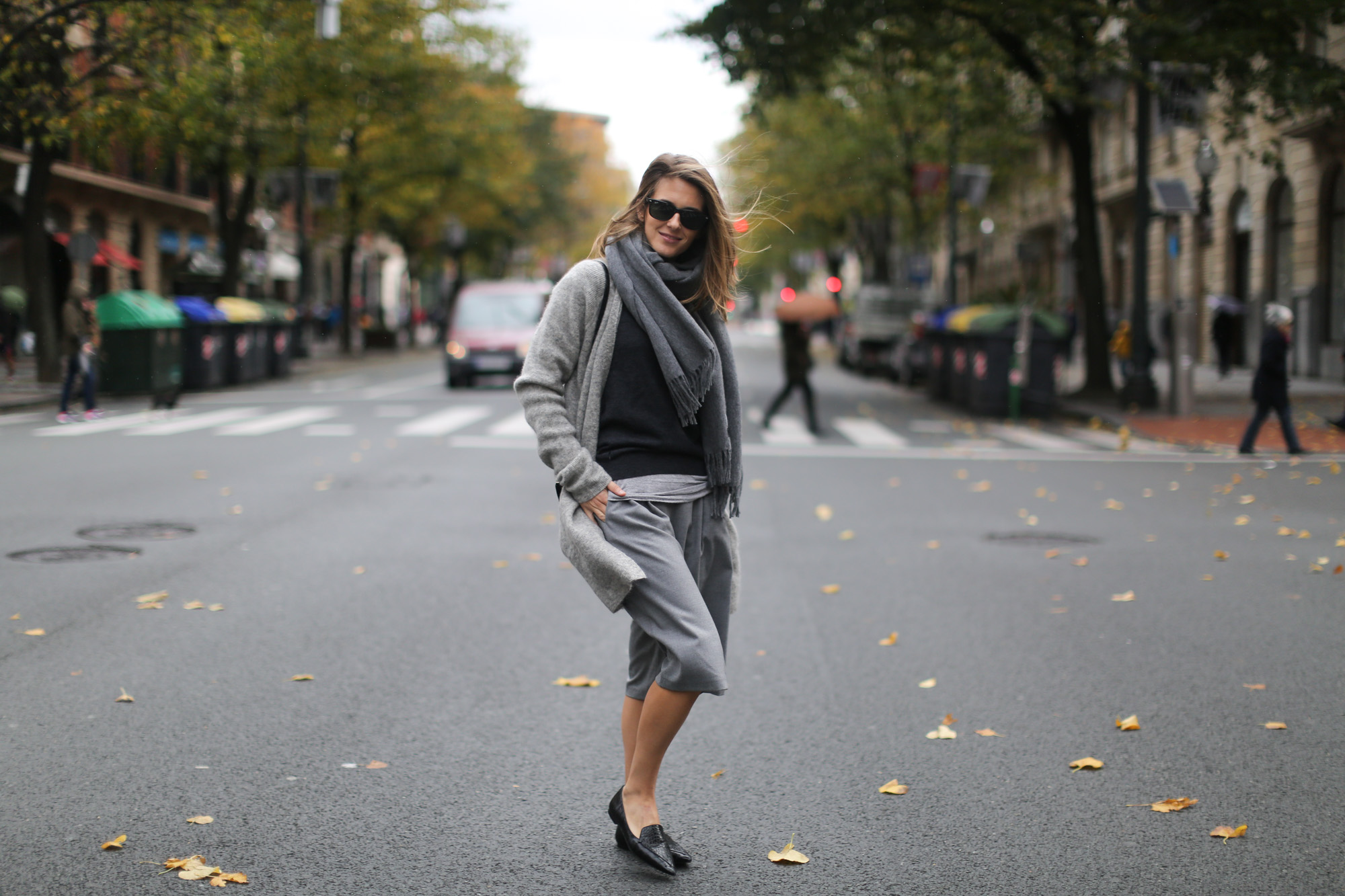 Clochet-streetstyle-all-grey-suiteblanco-culottes-h&m-trend-angora-cardigan-mango-pointy-loafers-11