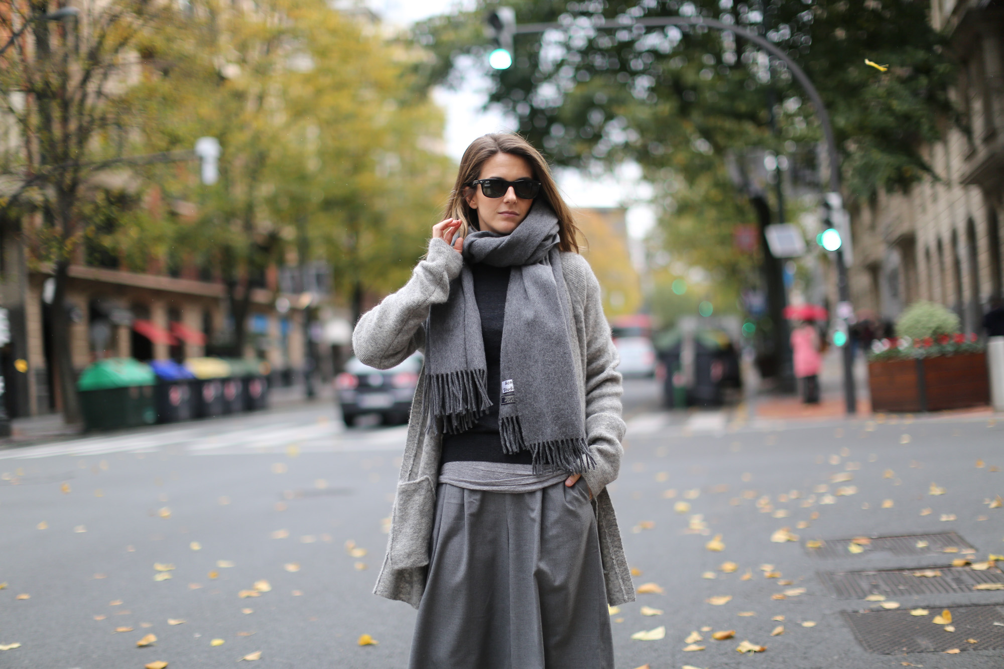Clochet-streetstyle-all-grey-suiteblanco-culottes-h&m-trend-angora-cardigan-mango-pointy-loafers-3