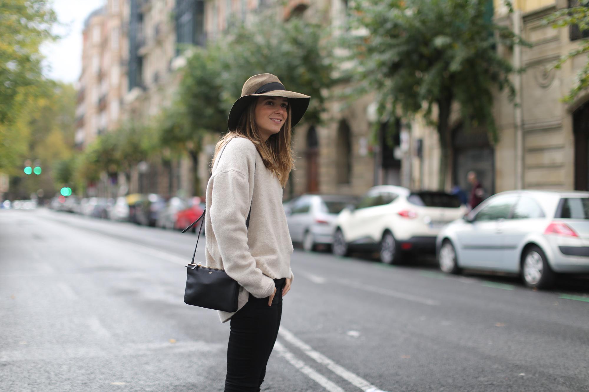 Clochet-streetstyle-celine-trio-bag-zara-oversized-knit-fedora-hat-2