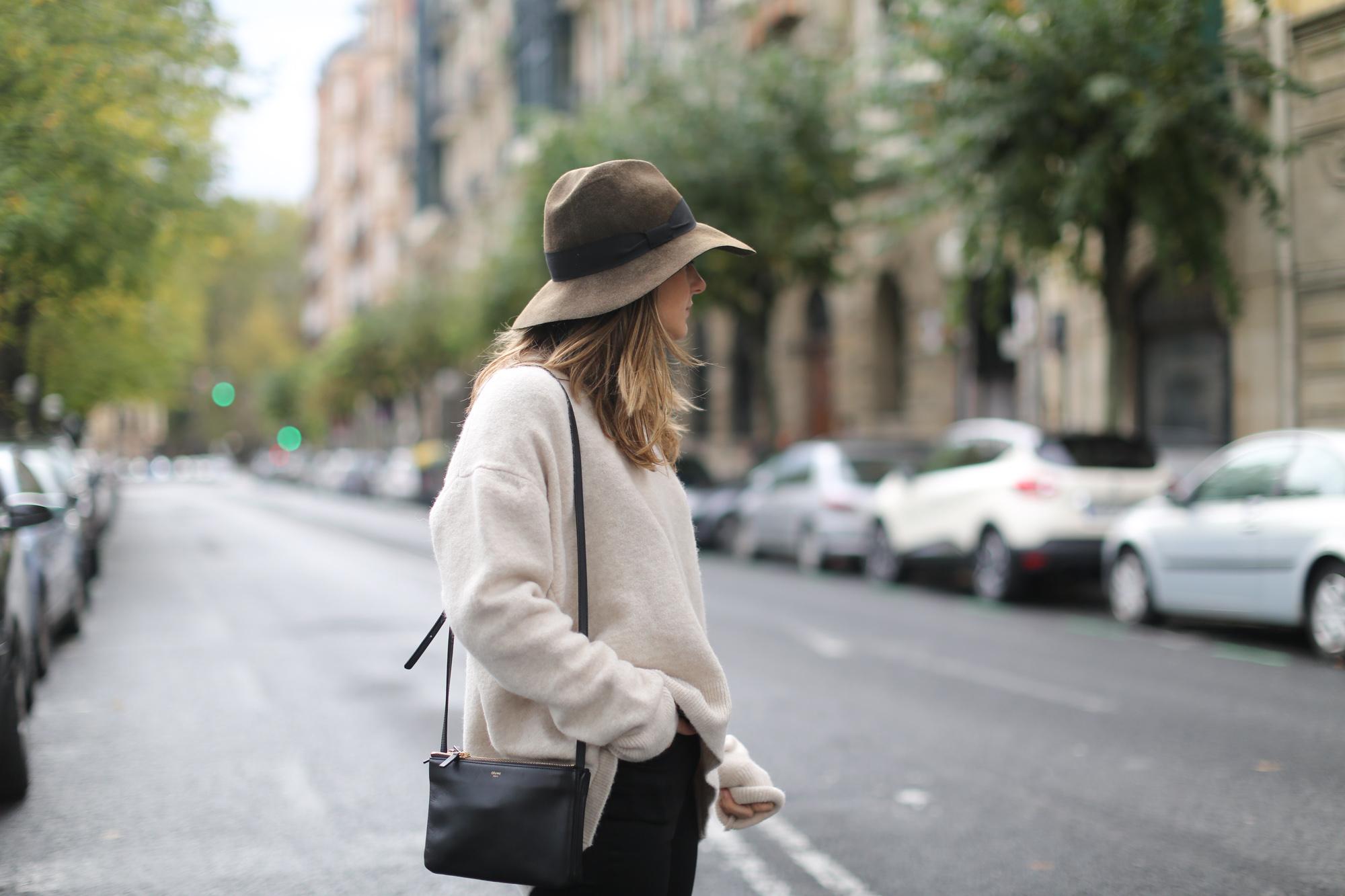 Clochet-streetstyle-celine-trio-bag-zara-oversized-knit-fedora-hat-3