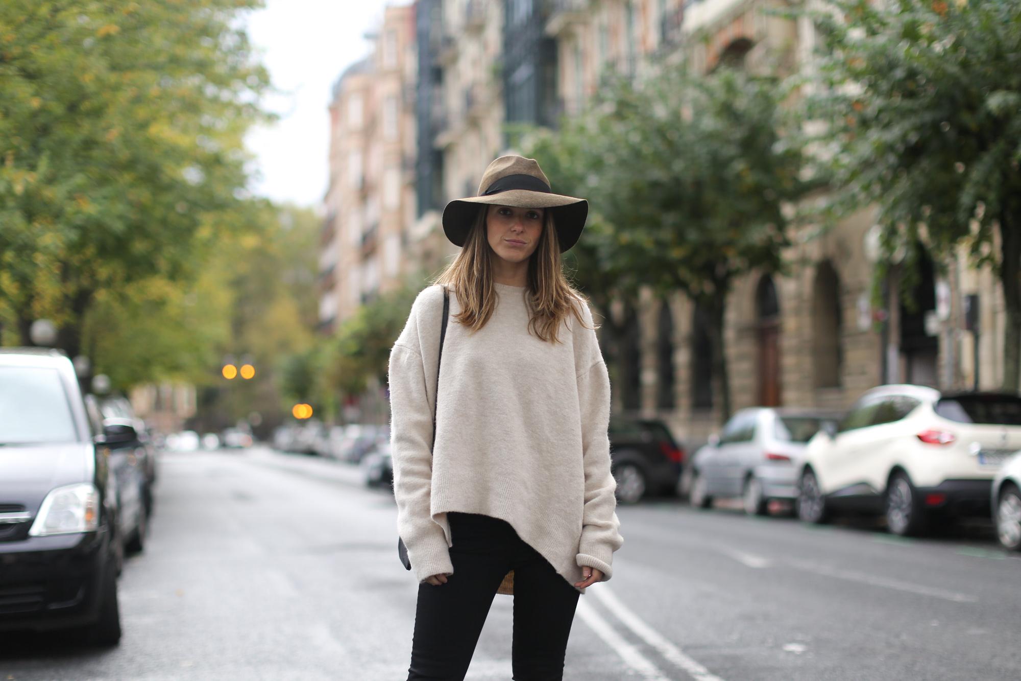 Clochet-streetstyle-celine-trio-bag-zara-oversized-knit-fedora-hat-4