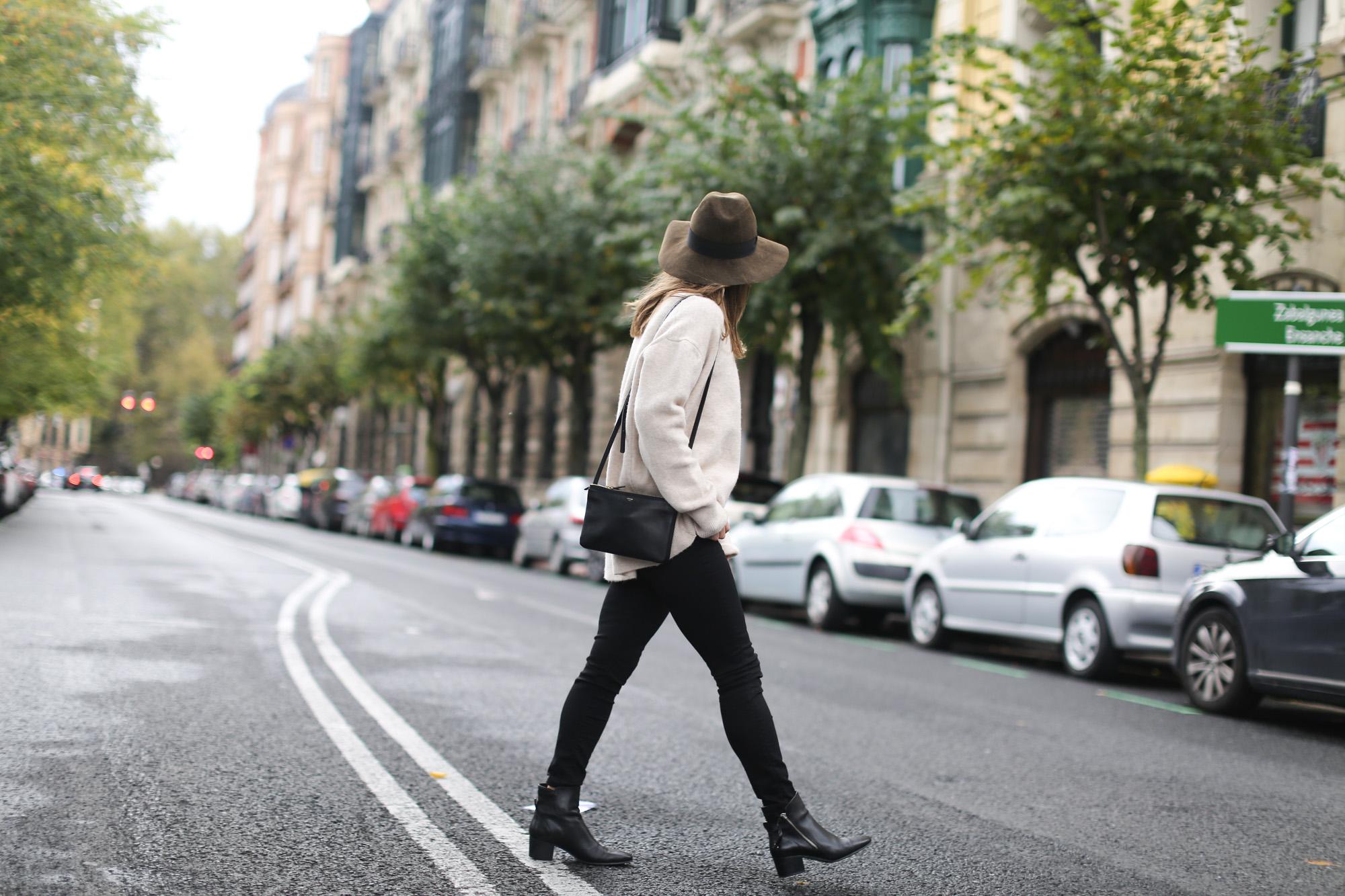 Clochet-streetstyle-celine-trio-bag-zara-oversized-knit-fedora-hat-7