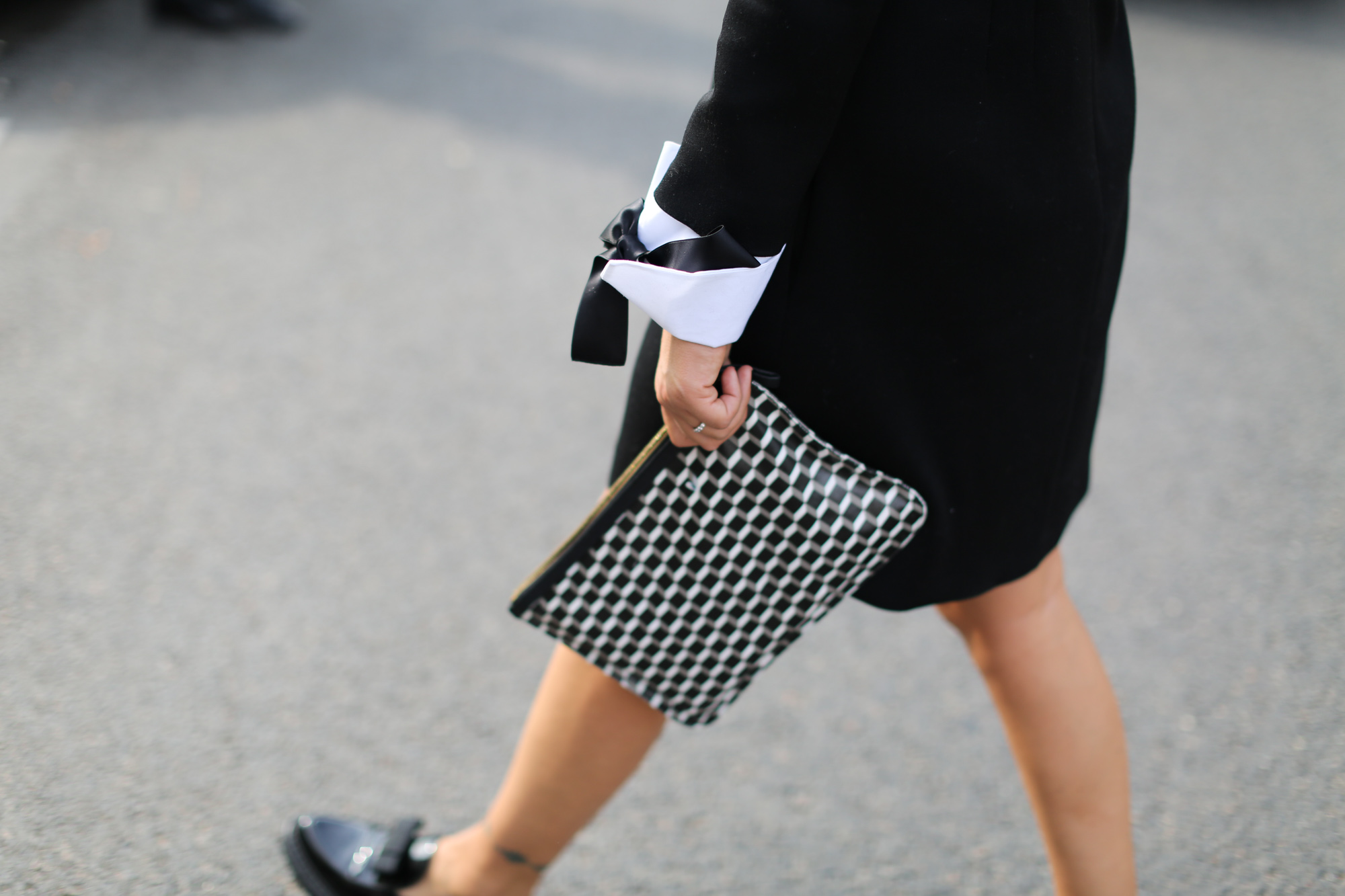 Clochet-streetstyle-details-loafers-clutch-paris-fashion-week-2
