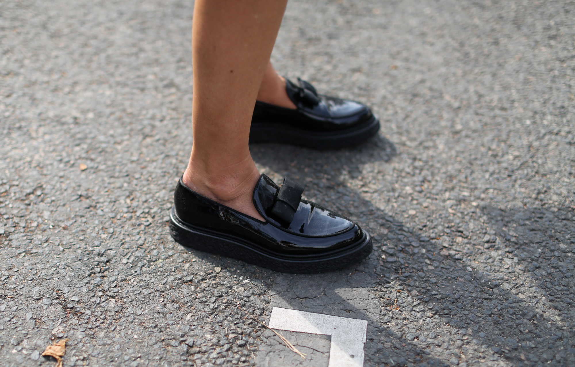 Clochet-streetstyle-details-loafers-clutch-paris-fashion-week-3