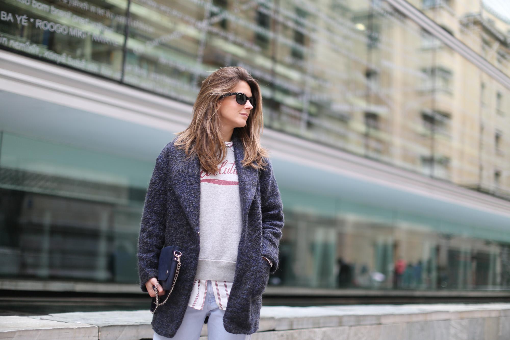 Clochet-streetstyle-mango-wool-coat-isabel-marant-etoile-revolution-sweatshirt-sushi-bag-2
