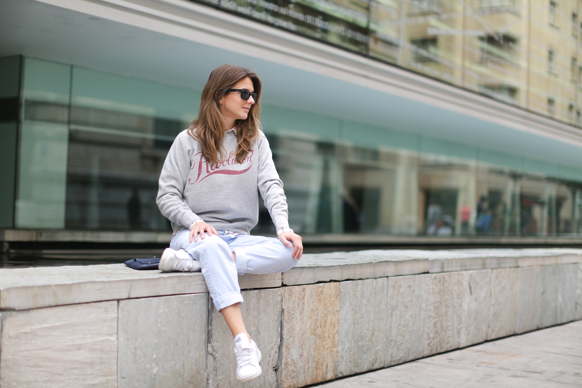 Clochet-streetstyle-mango-wool-coat-isabel-marant-etoile-revolution-sweatshirt-sushi-bag-5