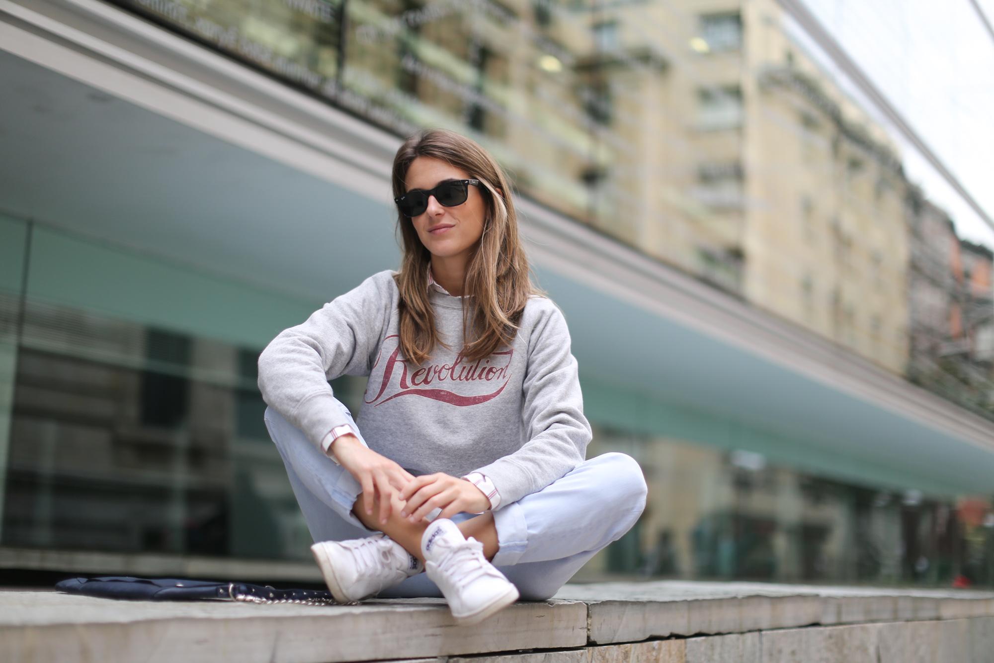 Clochet-streetstyle-mango-wool-coat-isabel-marant-etoile-revolution-sweatshirt-sushi-bag-8