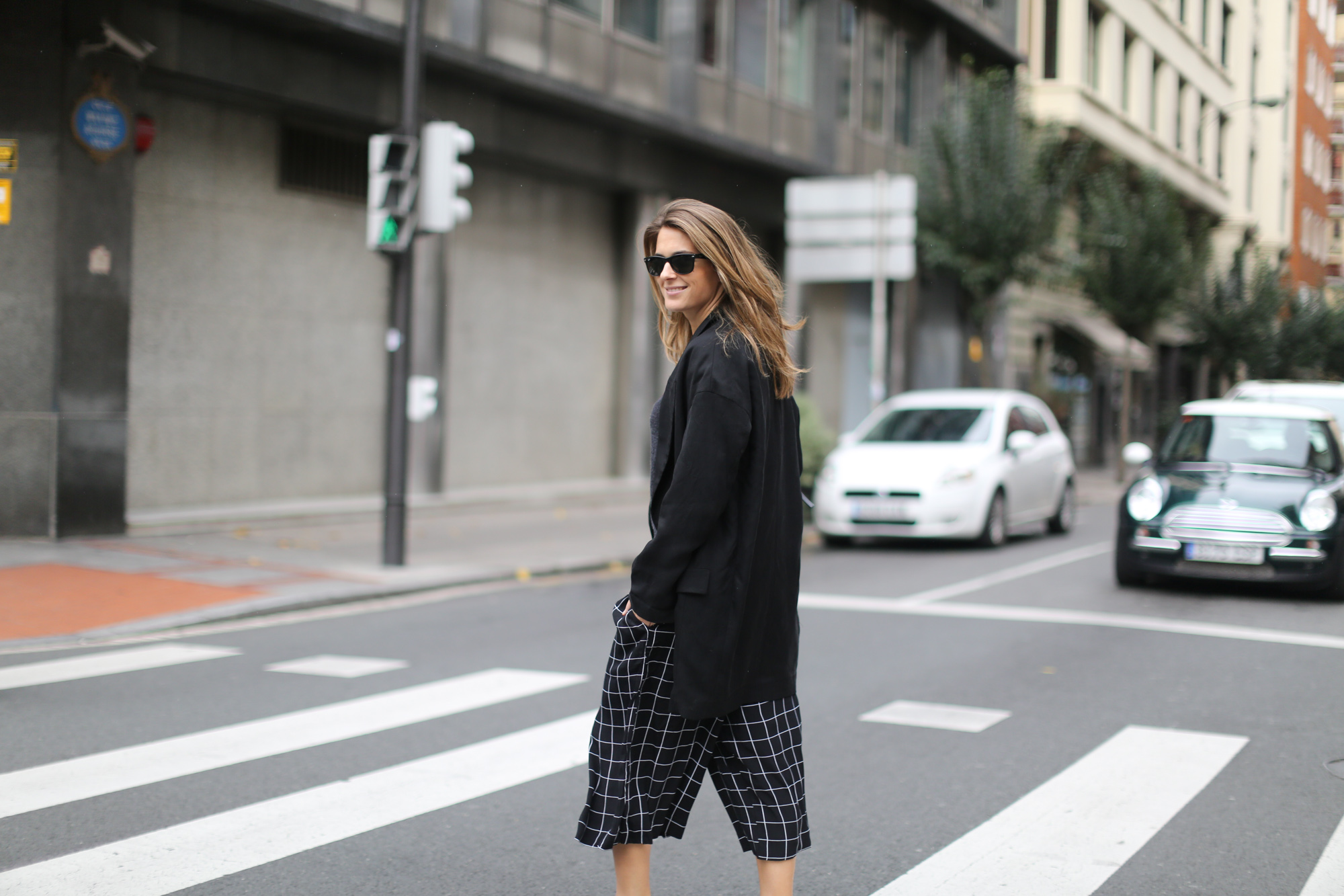Clochet-streetstyle-monki-squared-black-white-culottes-lykke-li-and-other-stories-loafers-4