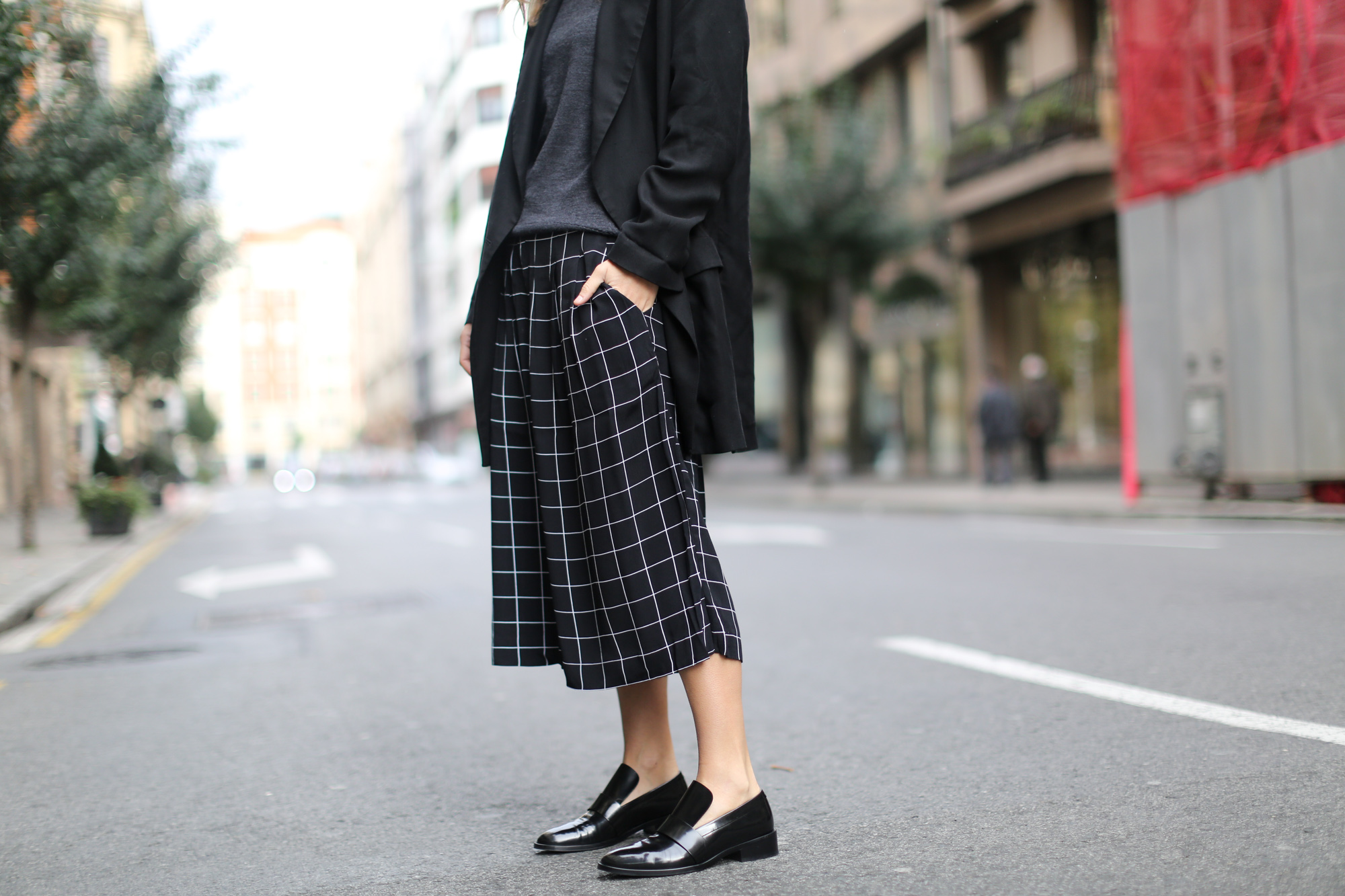 Clochet-streetstyle-monki-squared-black-white-culottes-lykke-li-and-other-stories-loafers-6