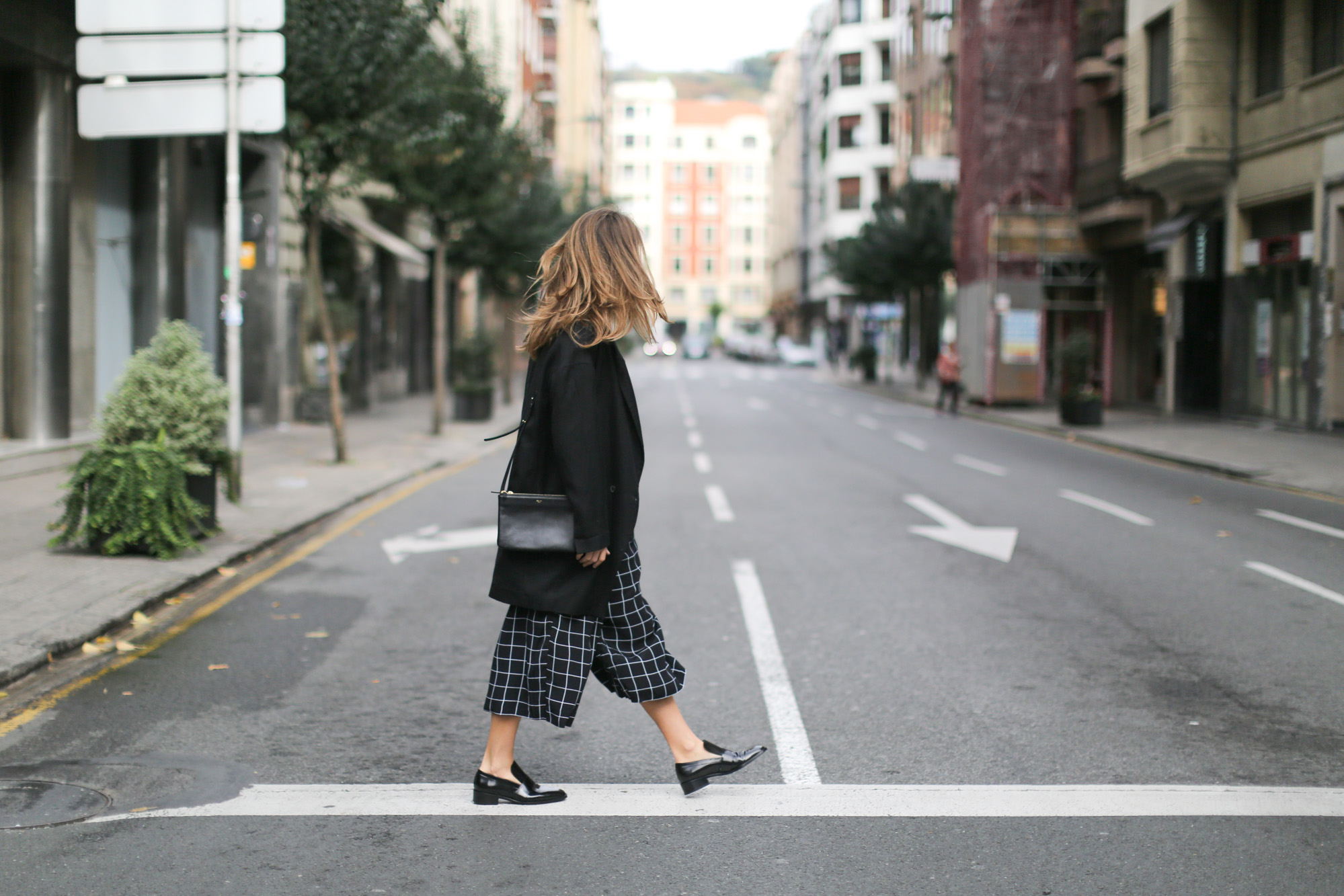 Clochet-streetstyle-monki-squared-black-white-culottes-lykke-li-and-other-stories-loafers-8
