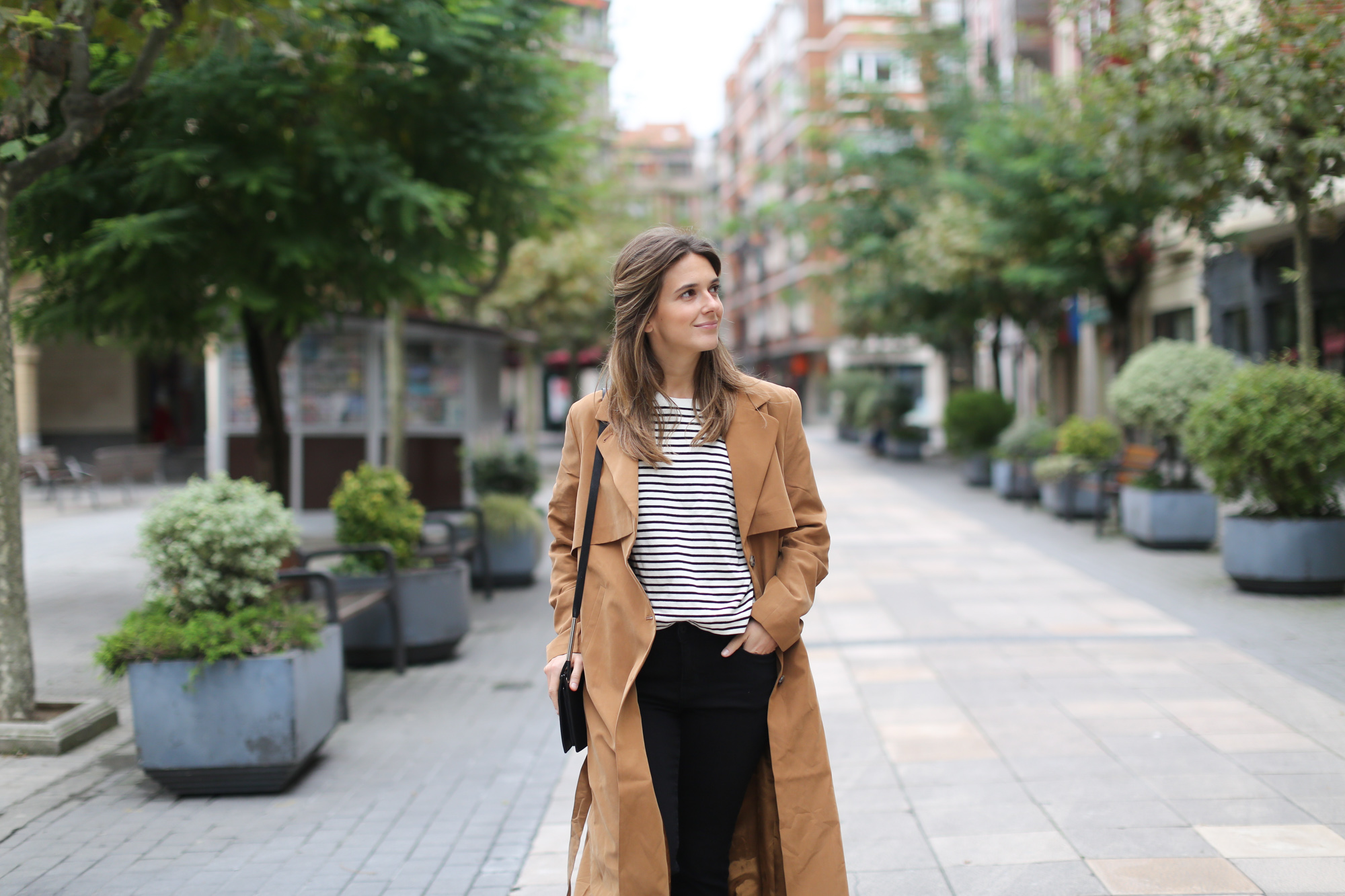 Clochet-streetstyle-monki-tench-coat-zara-striped-sweatshirt-4
