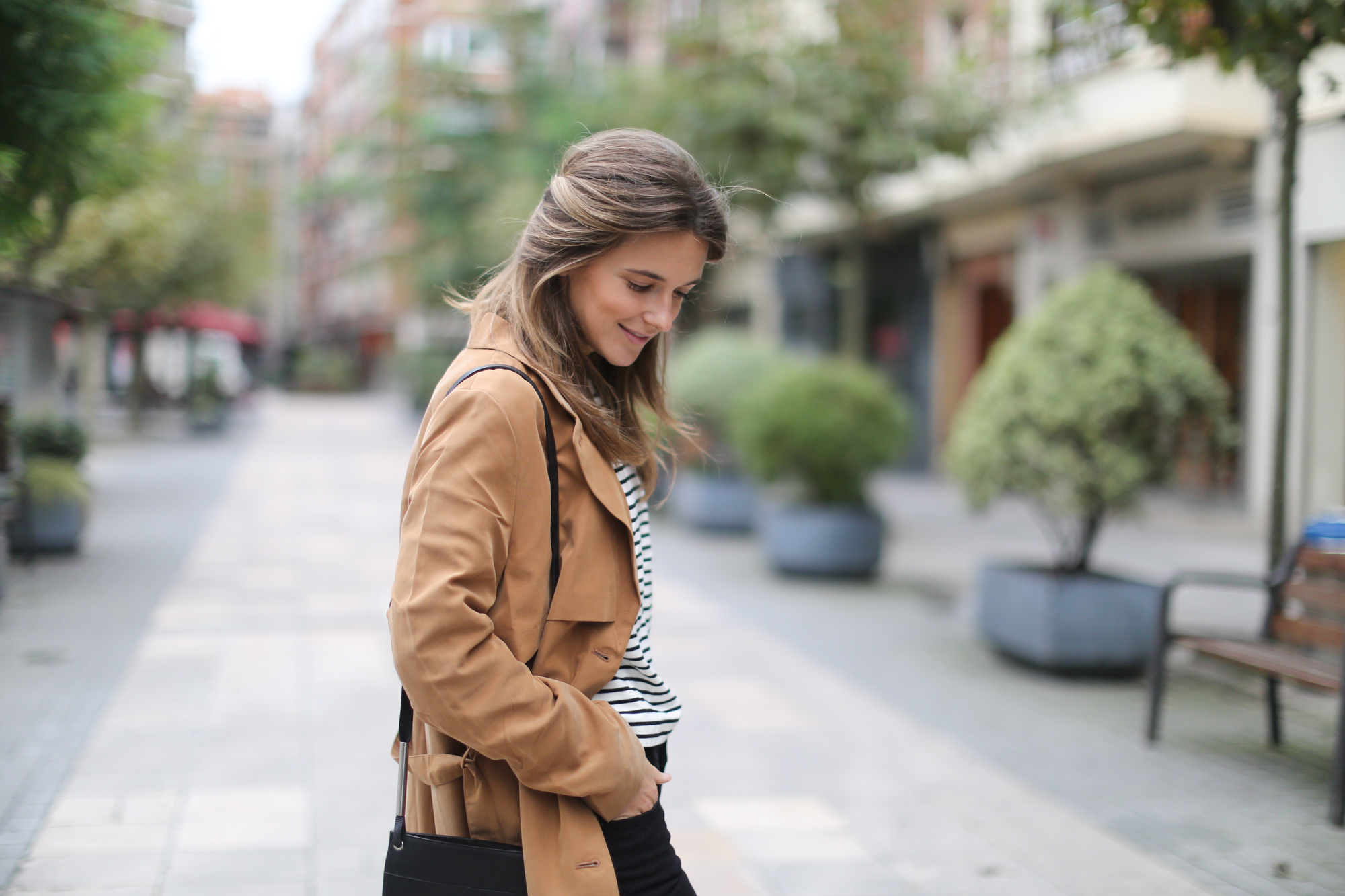 Clochet-streetstyle-monki-tench-coat-zara-striped-sweatshirt-5