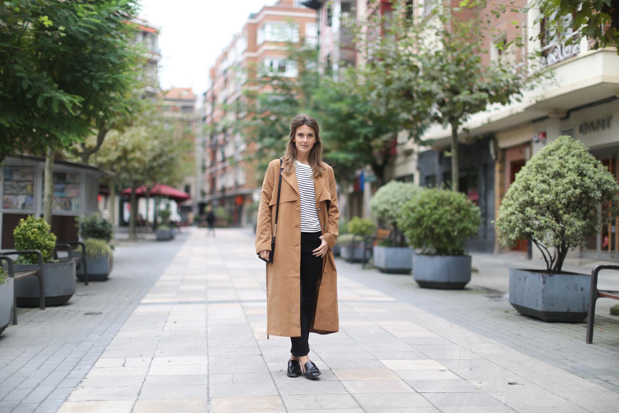 Clochet-streetstyle-monki-tench-coat-zara-striped-sweatshirt