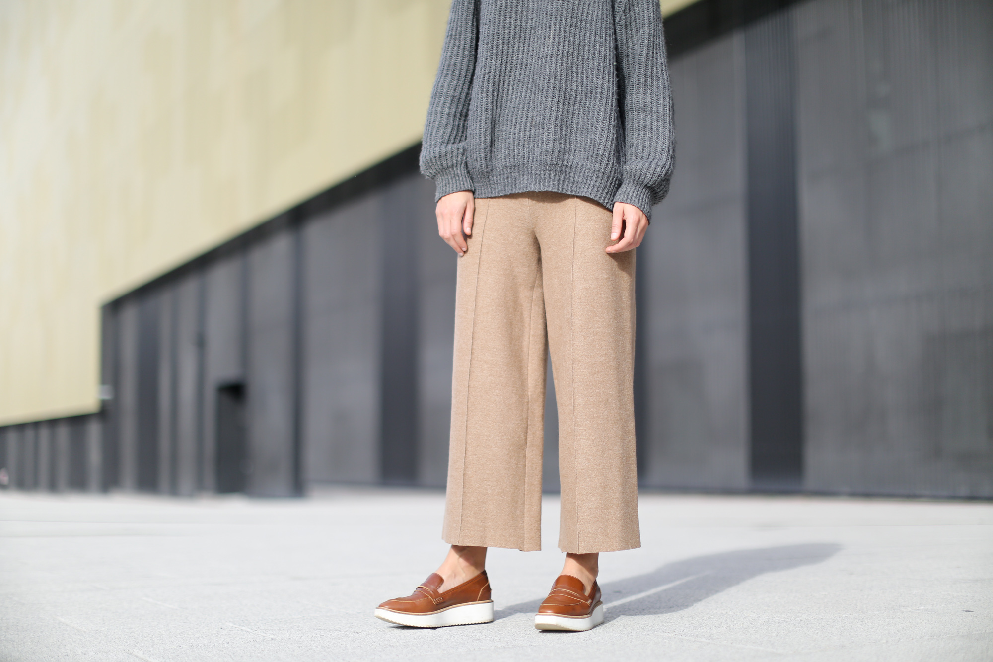 Clochet-streetstyle-zara-beige-wool-culottes-grey-chunky-knit-9