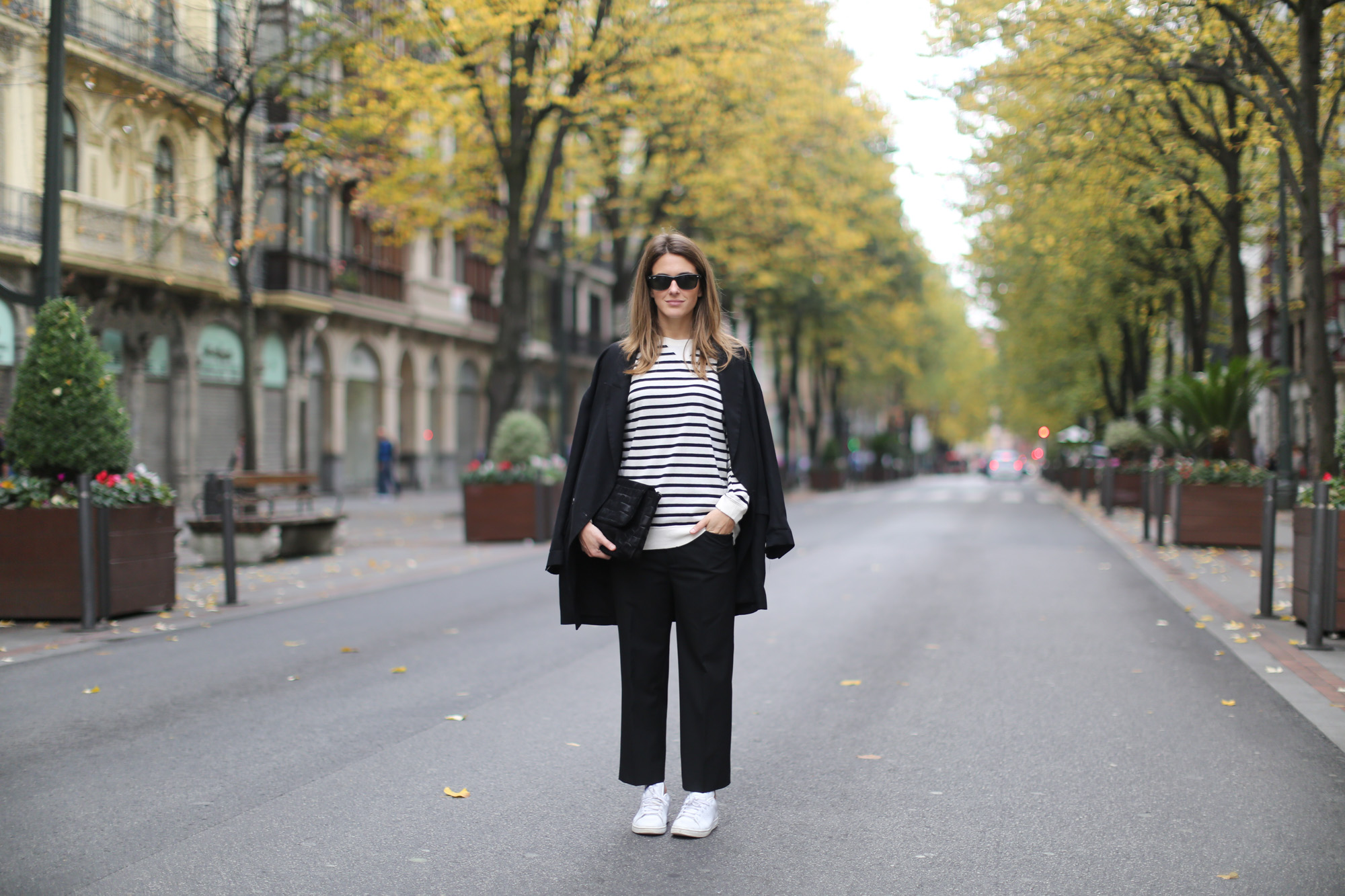 Clochet-streetstyle-zara-suit-cropped-trousers-adidas-stan-smith-everie-cph-bag-2