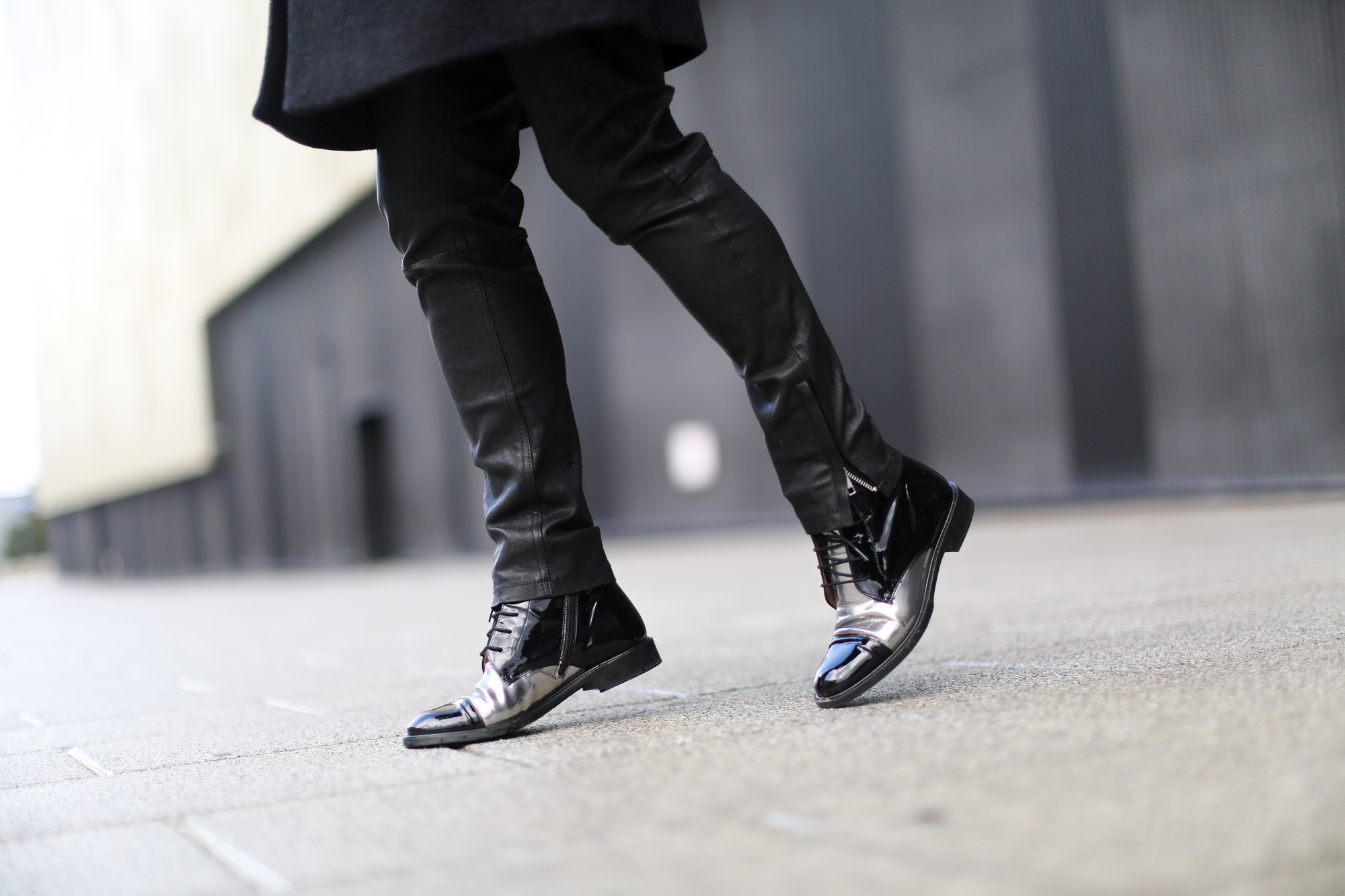 Clochet-streetstyle-COS-coat-mango-leather-trousers-pertini-boots-15