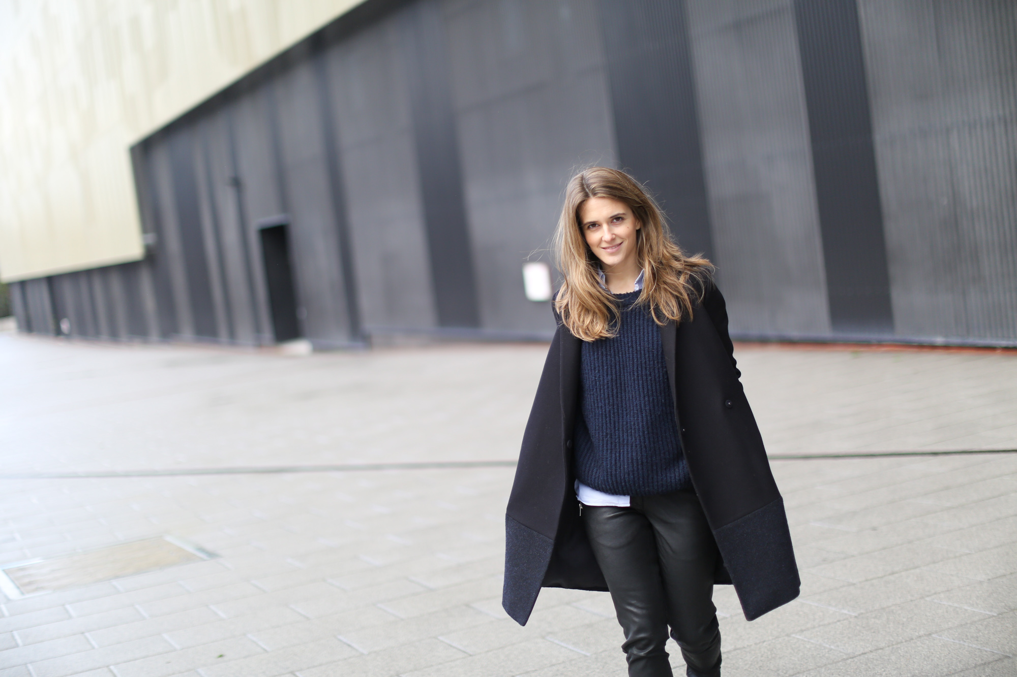 Clochet-streetstyle-COS-coat-mango-leather-trousers-pertini-boots-5