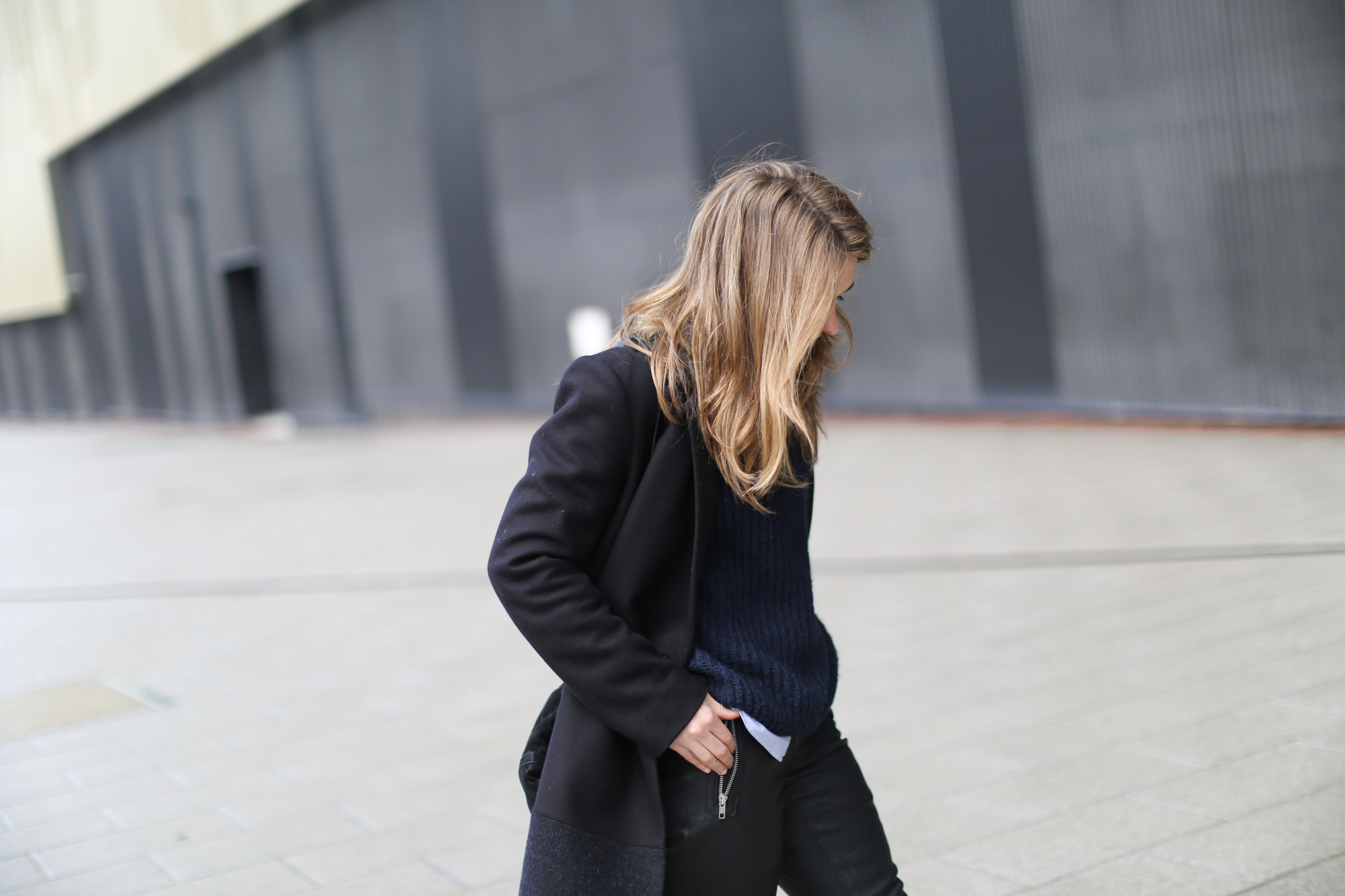 Clochet-streetstyle-COS-coat-mango-leather-trousers-pertini-boots-7
