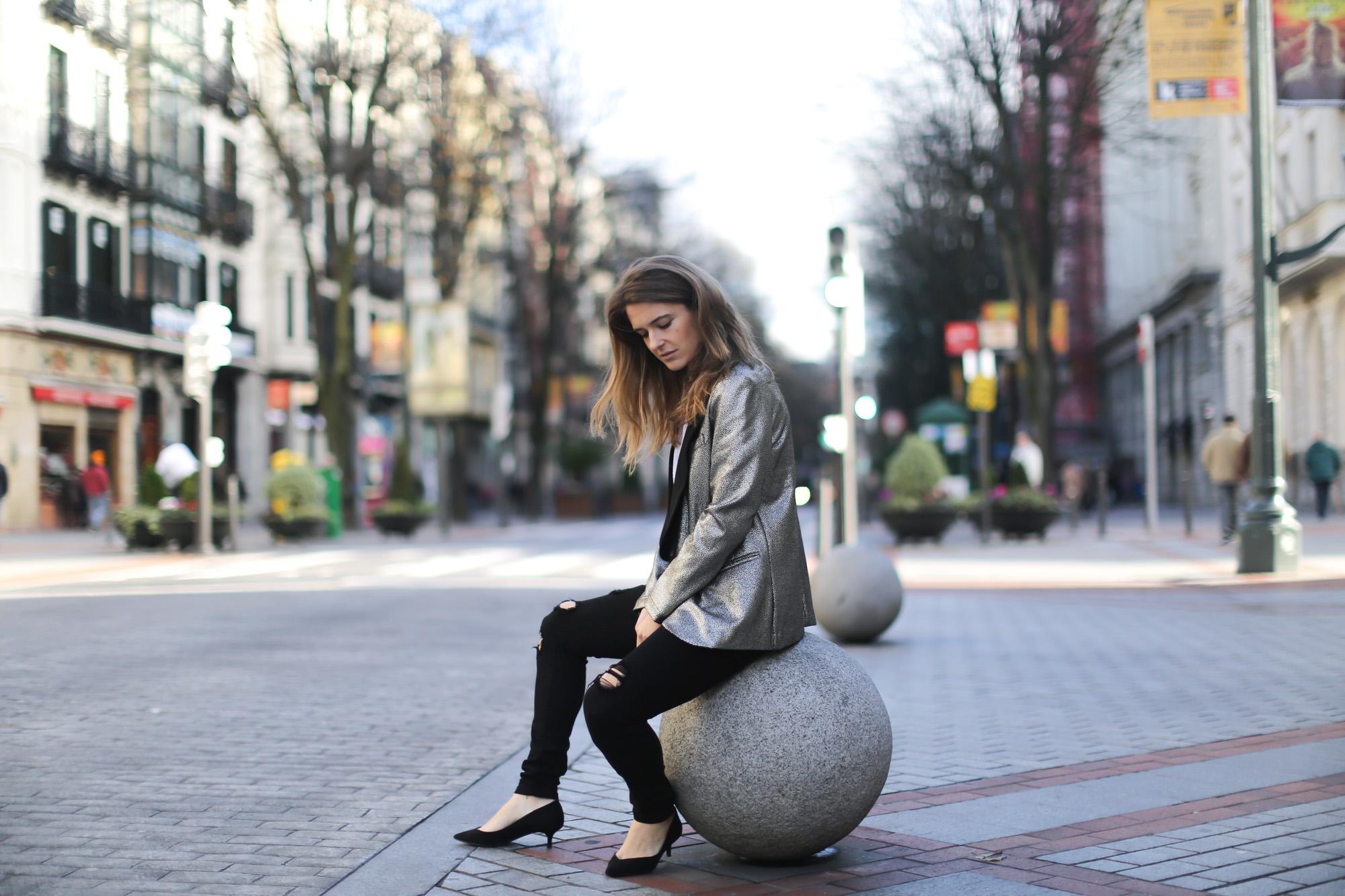 Clochet-streetstyle-blazer-plateada-suiteblanco-zara-kitten-heels-6