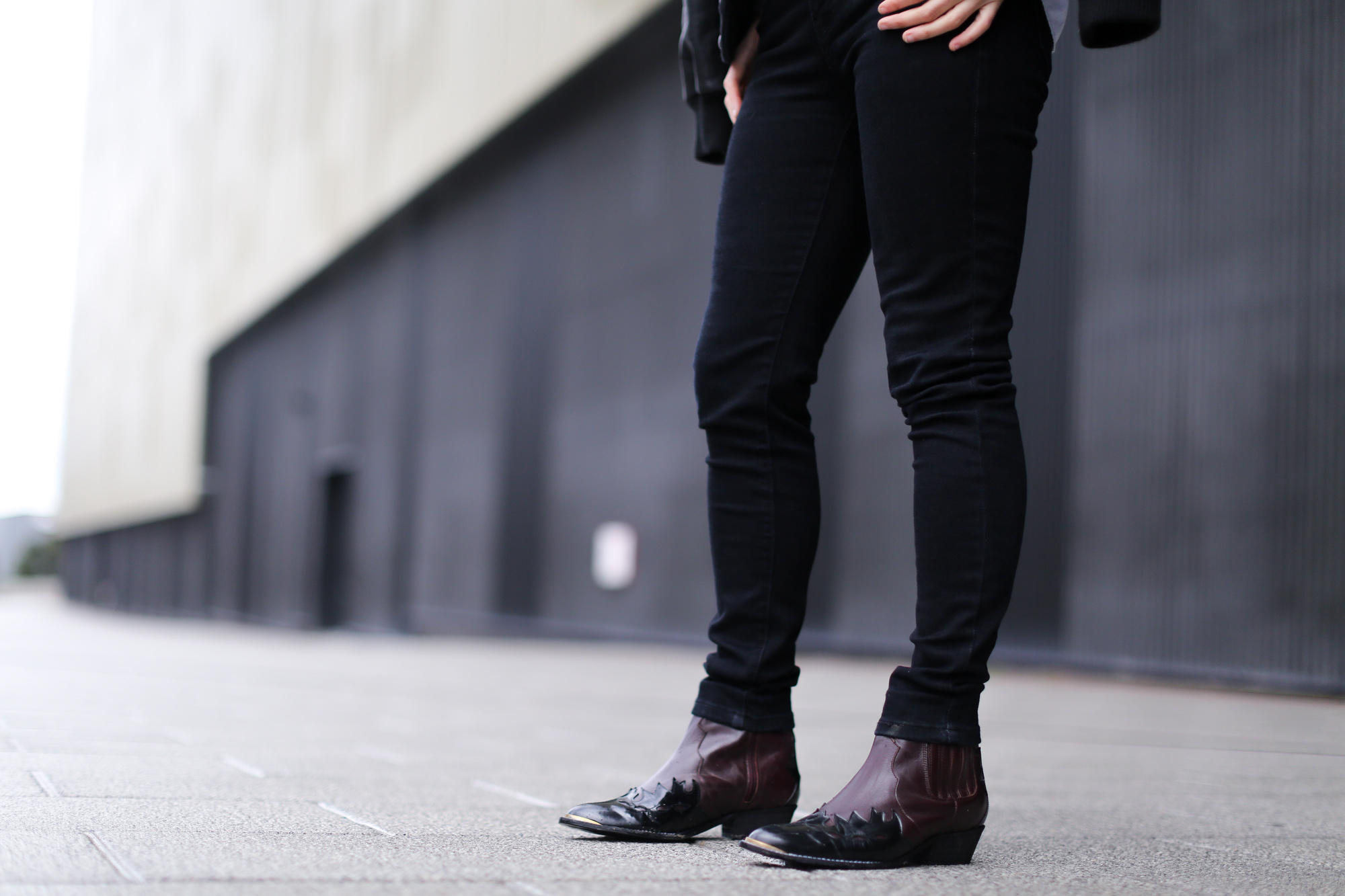 Clochet-streetstyle-cowboy-boots-leather-bomber-blue-shirt-13