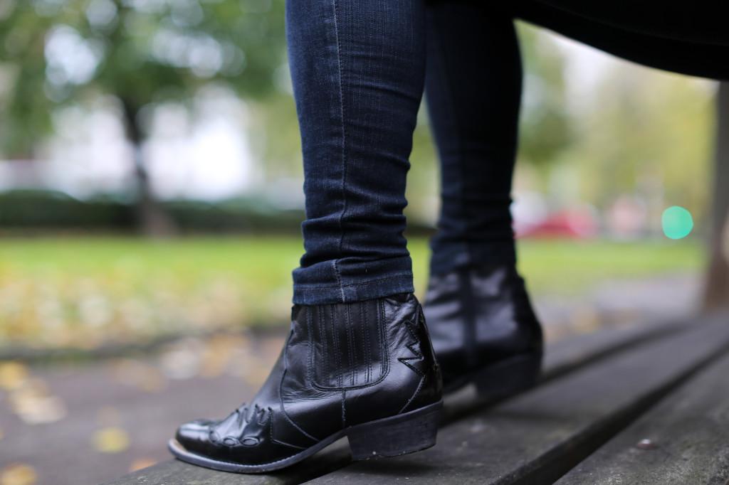 Clochet-streetstyle-fedora-hat-suiteblanco-paisley-shirt-cowboy-boots-10