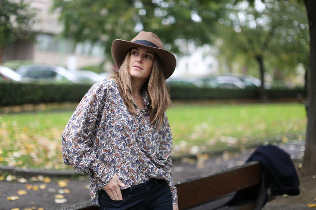 Clochet-streetstyle-fedora-hat-suiteblanco-paisley-shirt-cowboy-boots-4