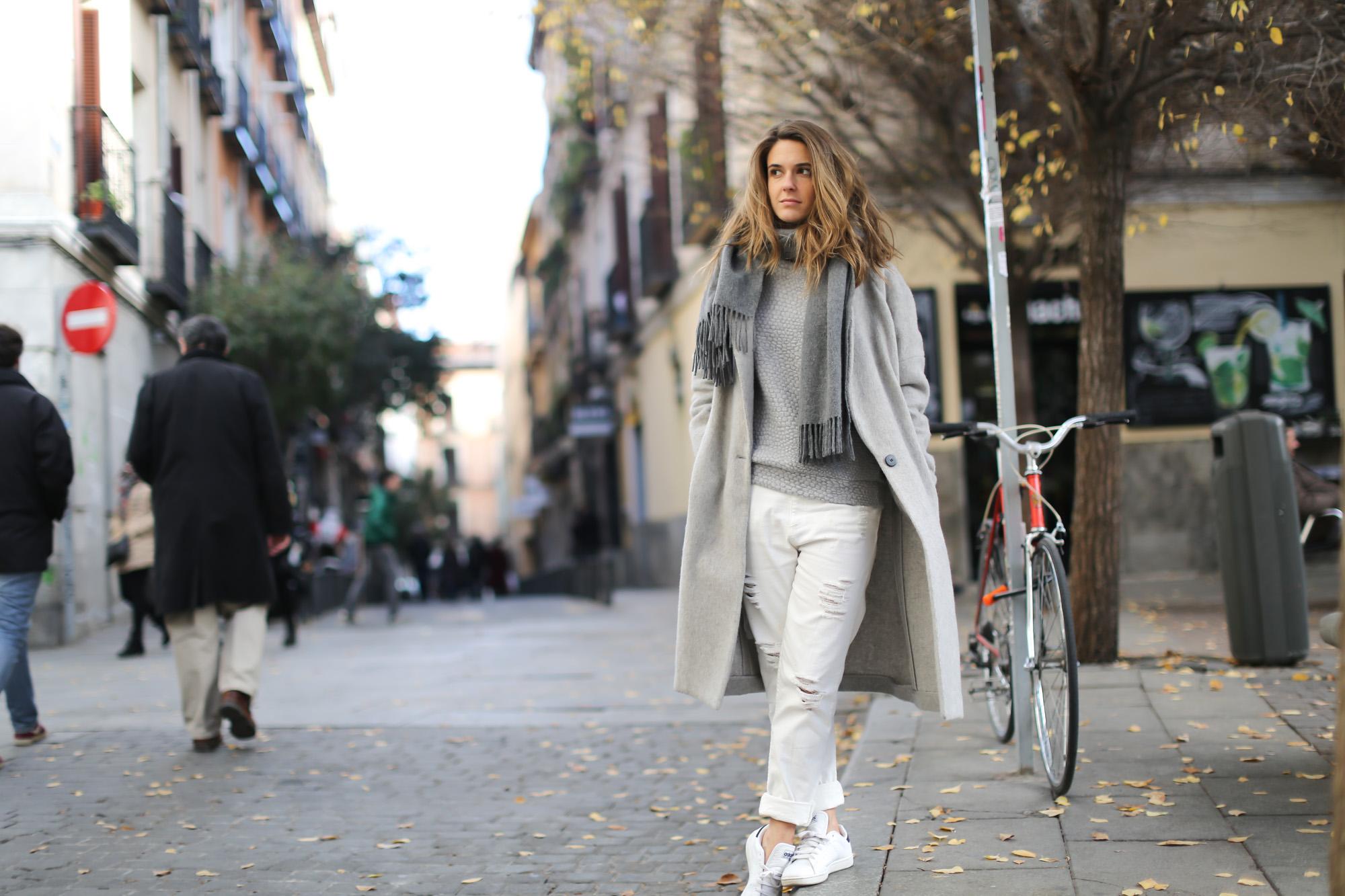 Clochet-streetstyle-mango-grey-wool-coat-adidas-stan-smith-4