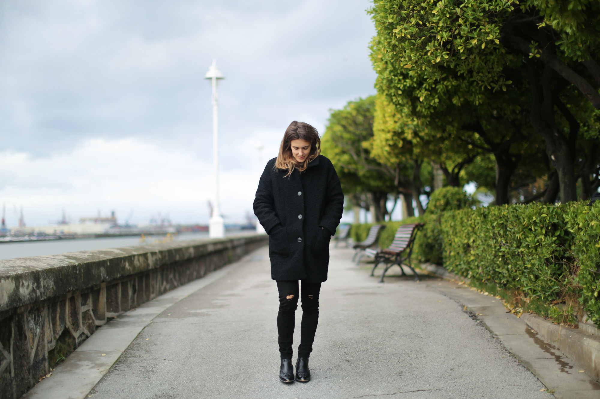 Clochet-streetstyle-saint-james-mariniere-cap-cowboy-boots-suiteblanco-coat-7
