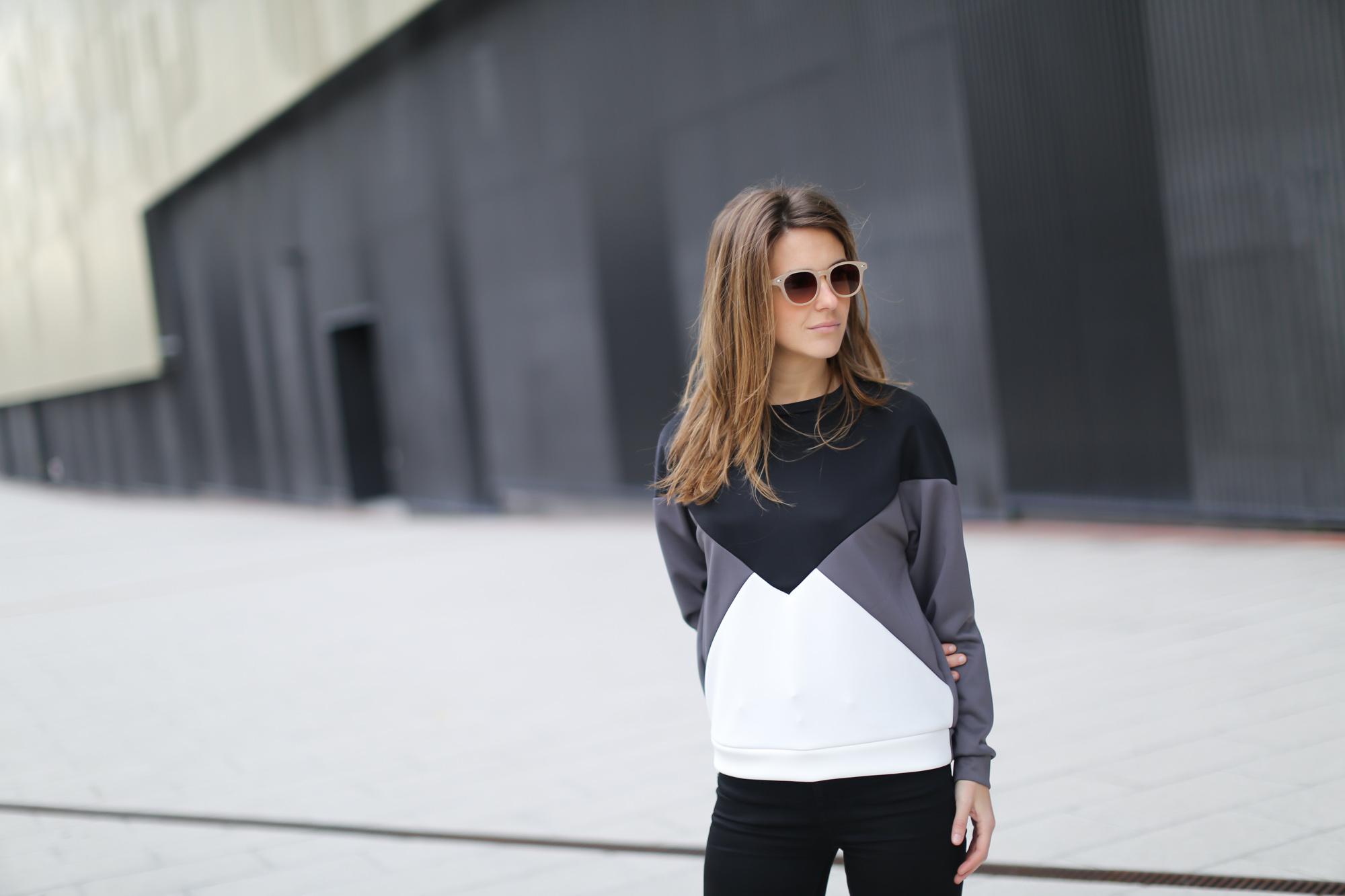 Clochet-streetstyle-suiteblanco-neoprene-sweatshirt-lykke-li-loafers-2