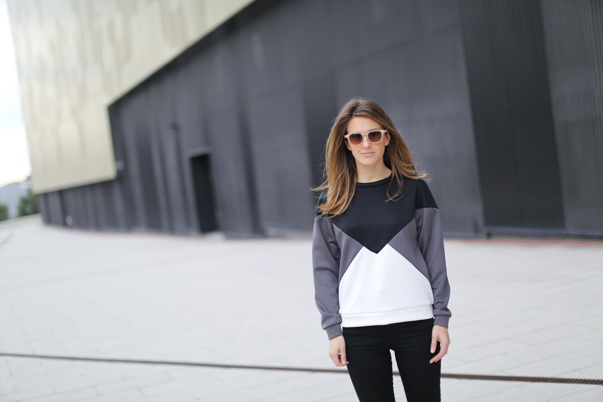 Clochet-streetstyle-suiteblanco-neoprene-sweatshirt-lykke-li-loafers-4