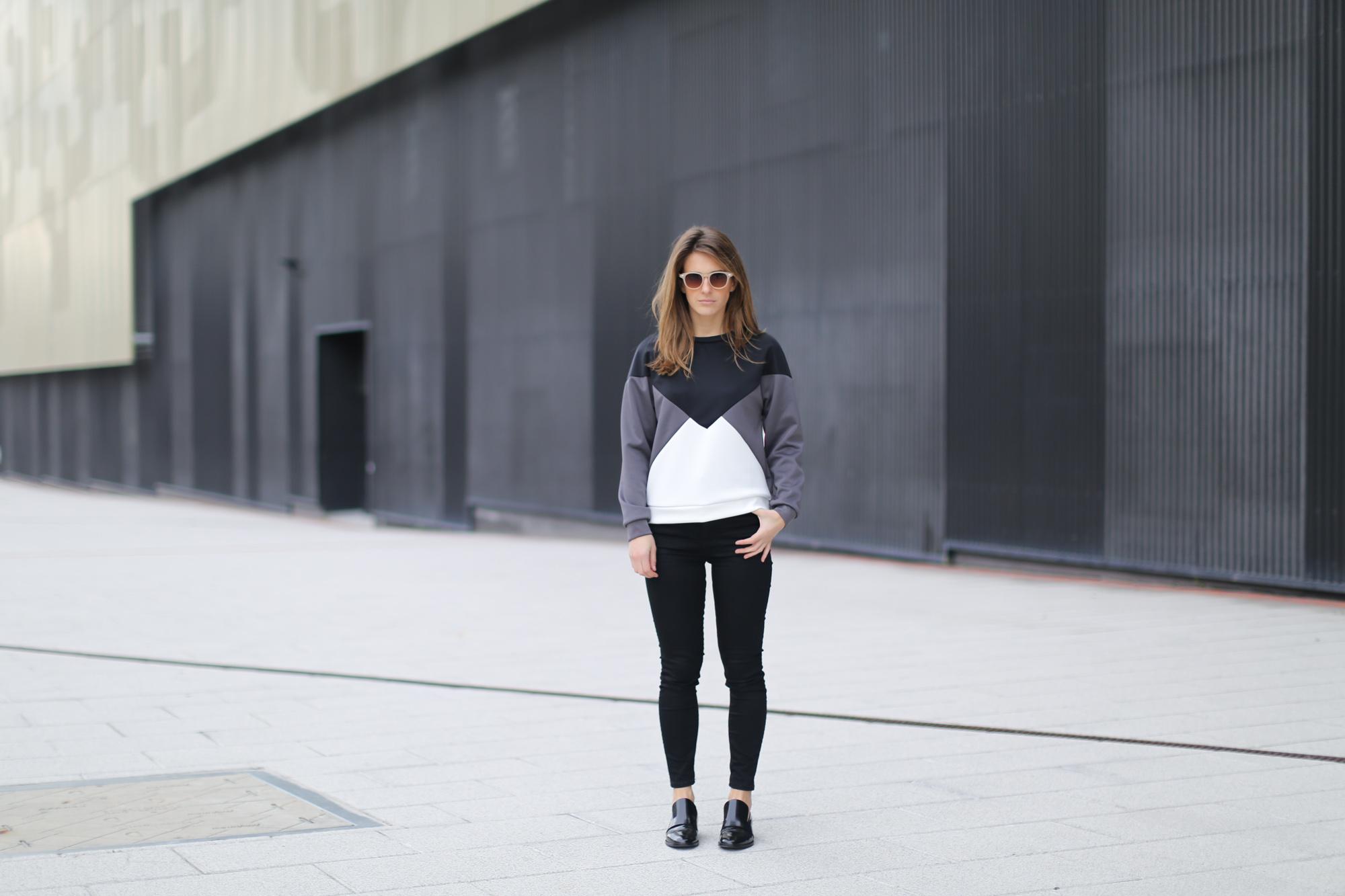 Clochet-streetstyle-suiteblanco-neoprene-sweatshirt-lykke-li-loafers
