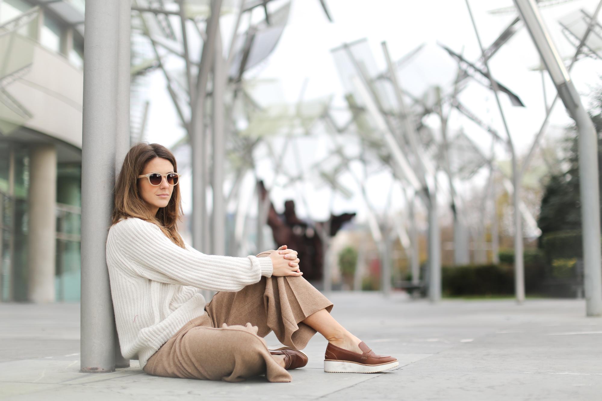 Clochet-streetstyle-szara-camel-wool-culottes-platforms-beige-knit-11