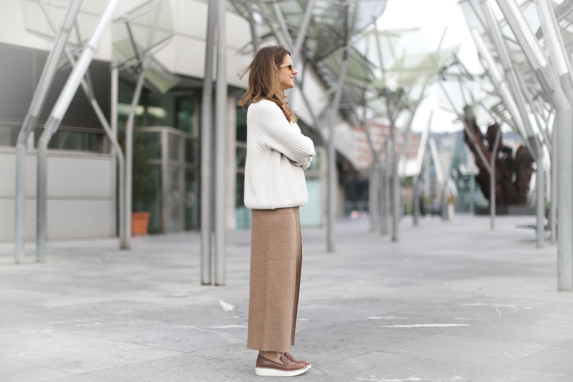 Clochet-streetstyle-szara-camel-wool-culottes-platforms-beige-knit-6