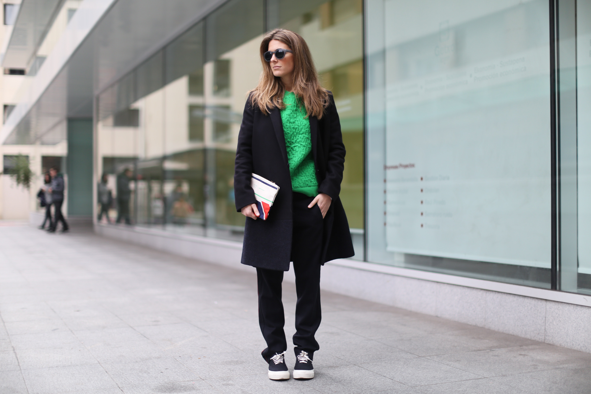 Clochet-streetstyle-celine-clutch-cos-coat-maje-trousers-11