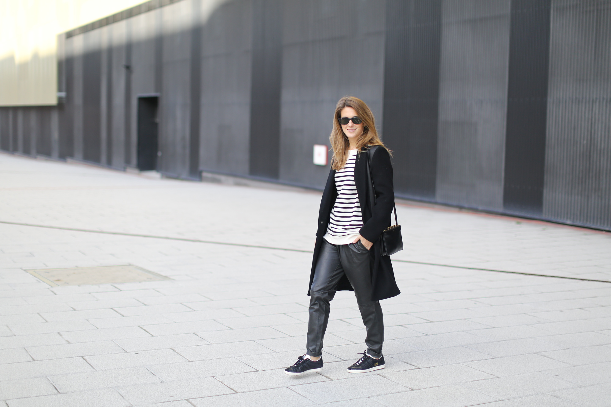 Clochet-streetstyle-sandro-black-wool-leather-coat-mango-leather-baggy-trousers-adidas-gazelle-5