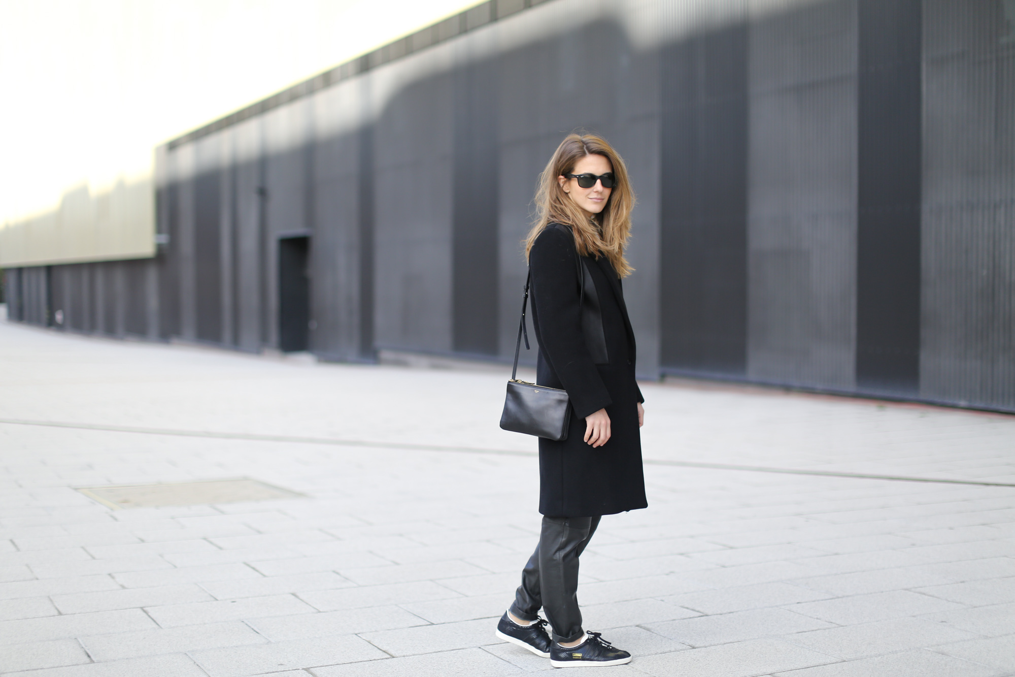 Clochet-streetstyle-sandro-black-wool-leather-coat-mango-leather-baggy-trousers-adidas-gazelle