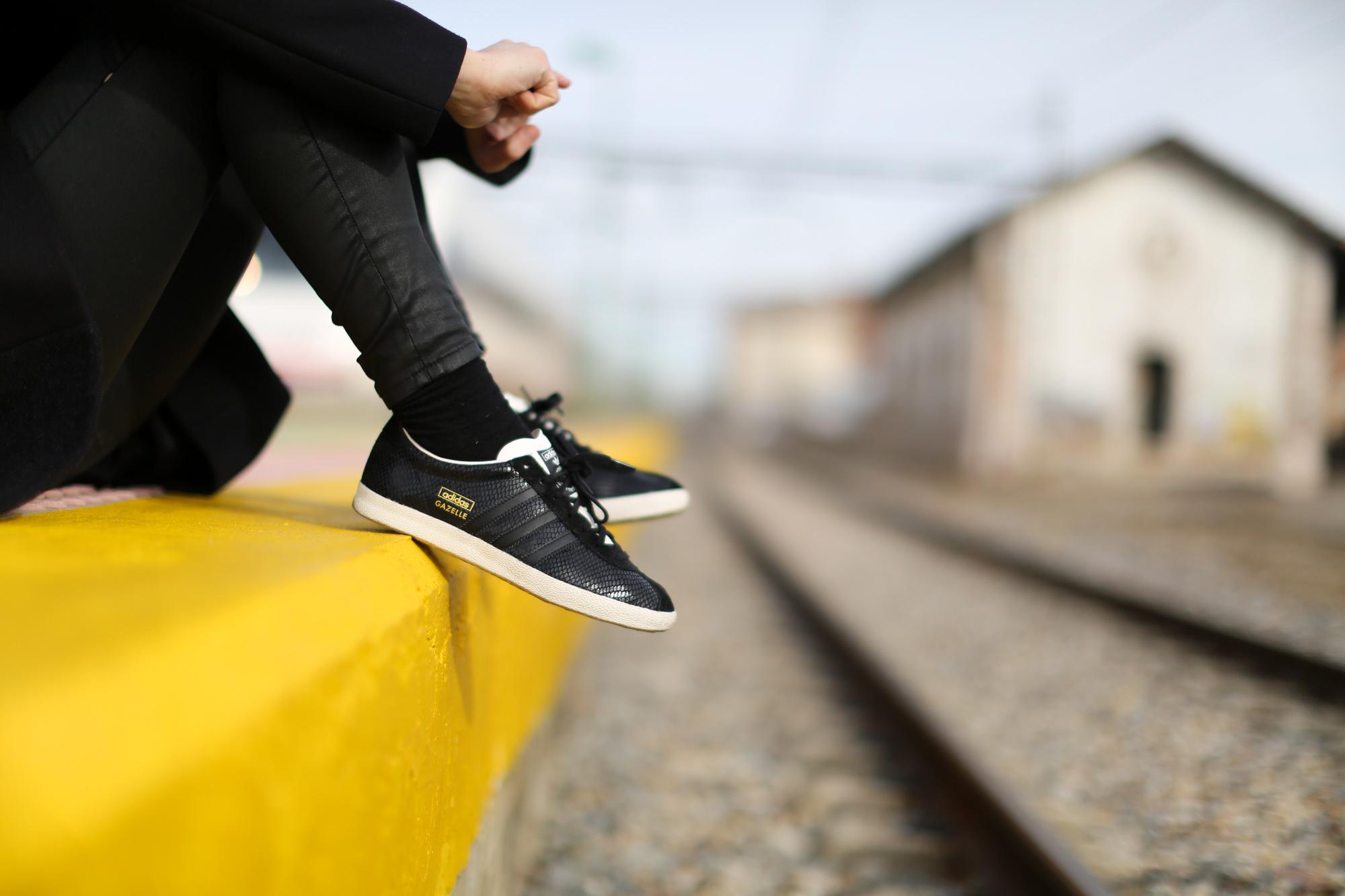 Clochet_streetstyle_cos_coat_saint_james_hat_adidas_gazelle-1-12