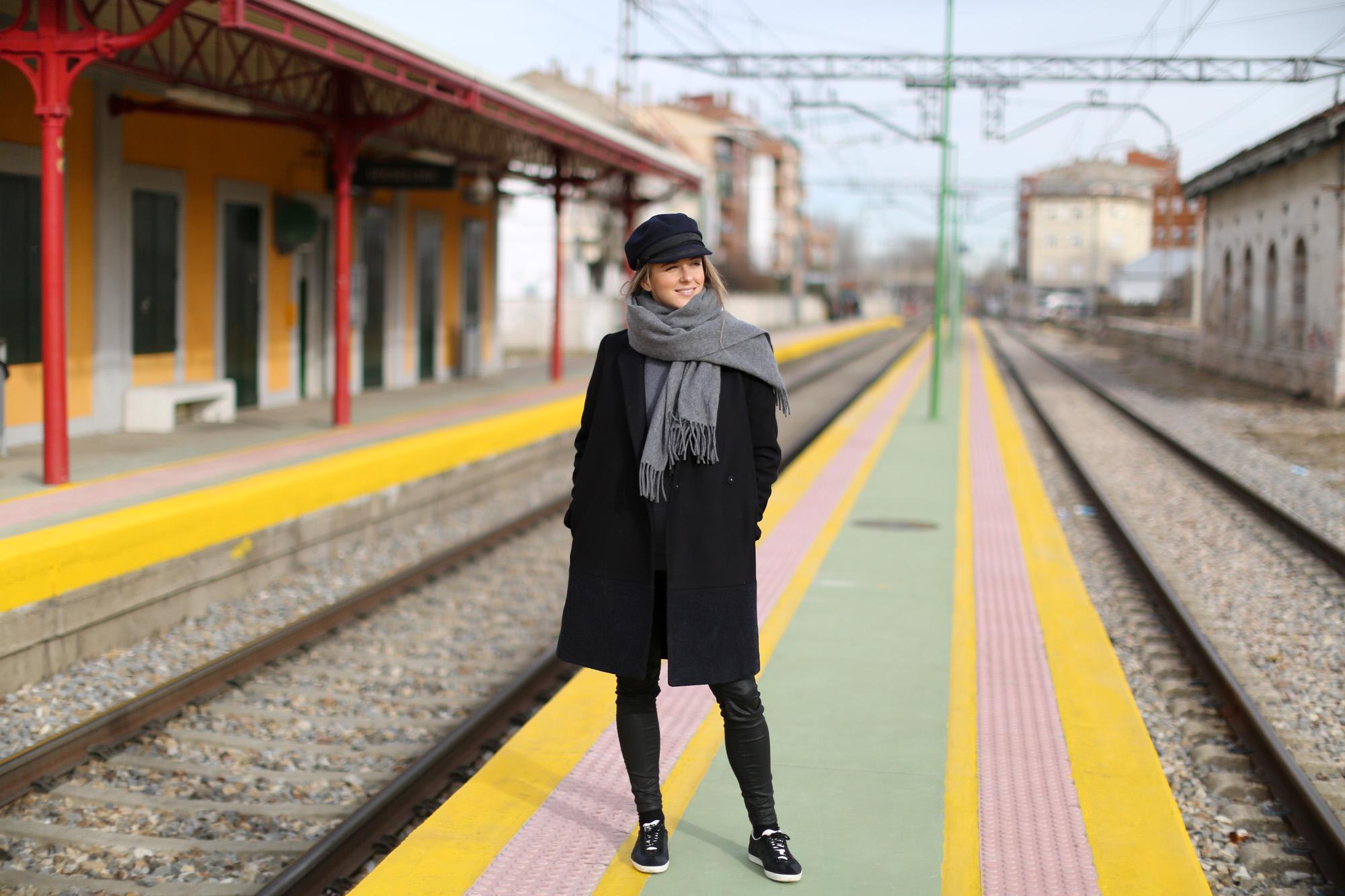 Clochet_streetstyle_cos_coat_saint_james_hat_adidas_gazelle-1-18