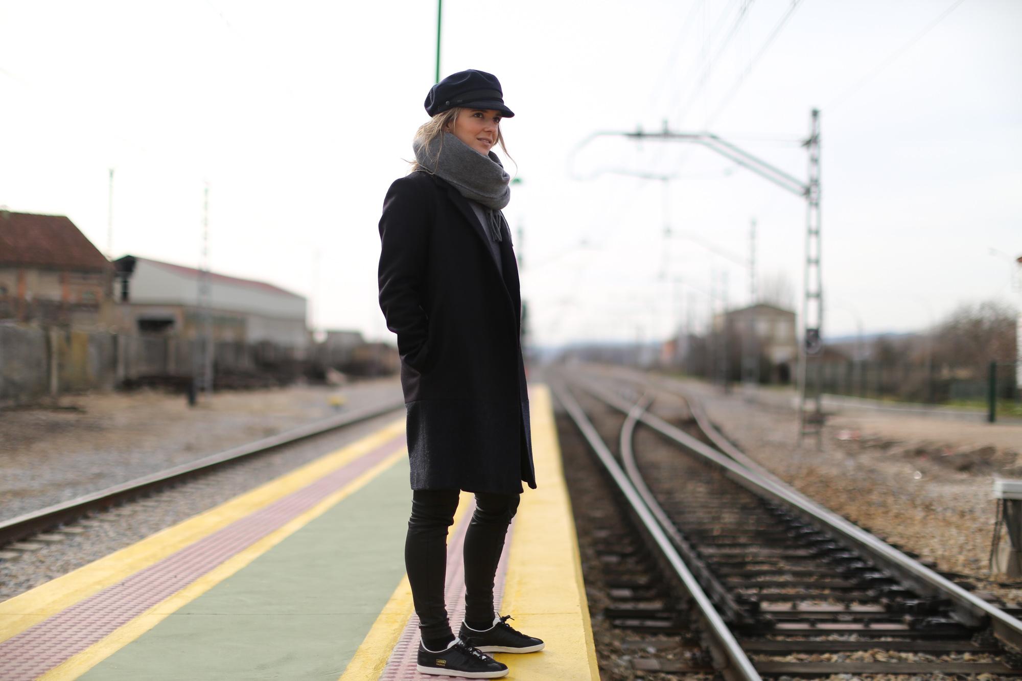Clochet_streetstyle_cos_coat_saint_james_hat_adidas_gazelle-1-2