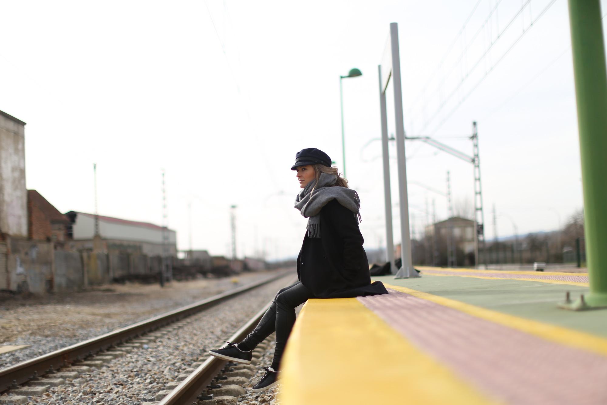 Clochet_streetstyle_cos_coat_saint_james_hat_adidas_gazelle-1-4