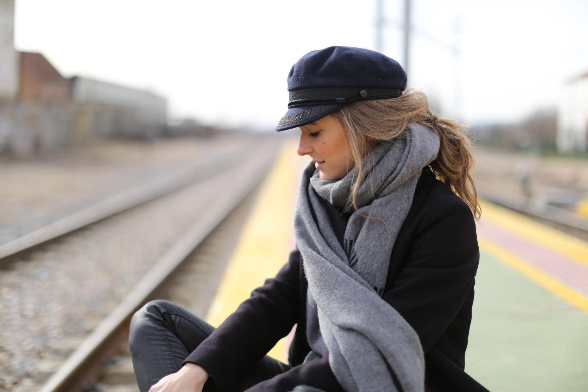 Clochet_streetstyle_cos_coat_saint_james_hat_adidas_gazelle-1-8