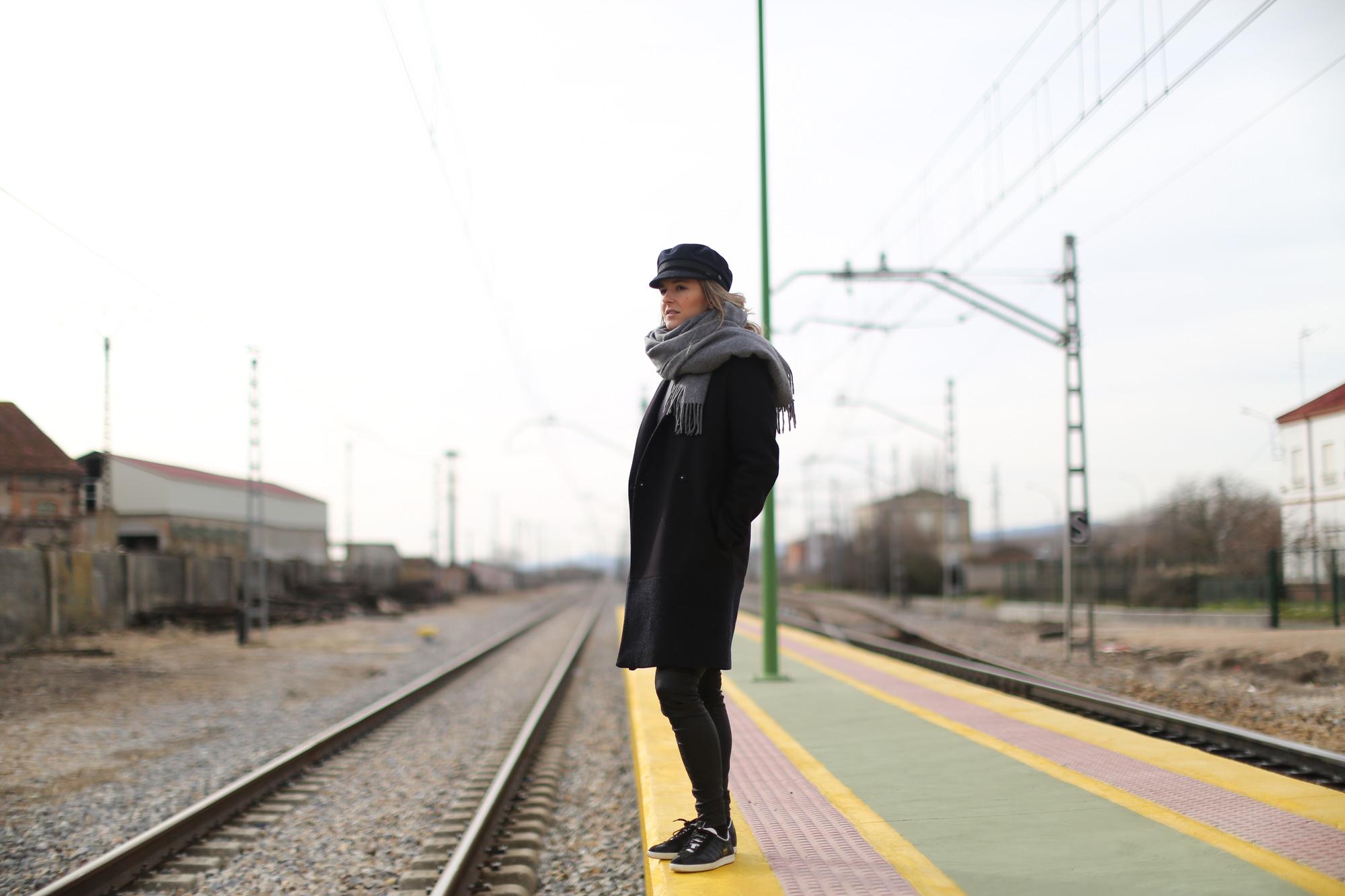 Clochet_streetstyle_cos_coat_saint_james_hat_adidas_gazelle-1